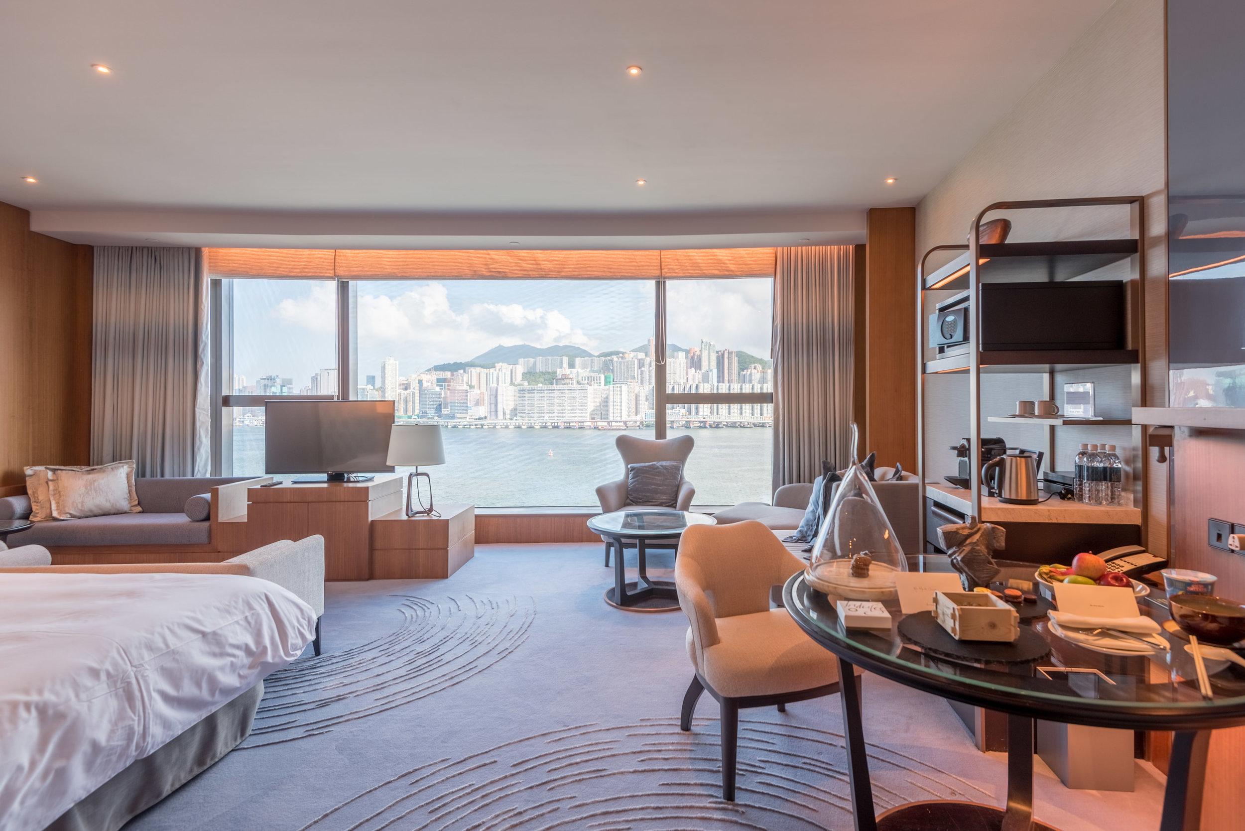 Bedroom  Club Premier Sea View Room - Kerry Hotel, Hong Kong