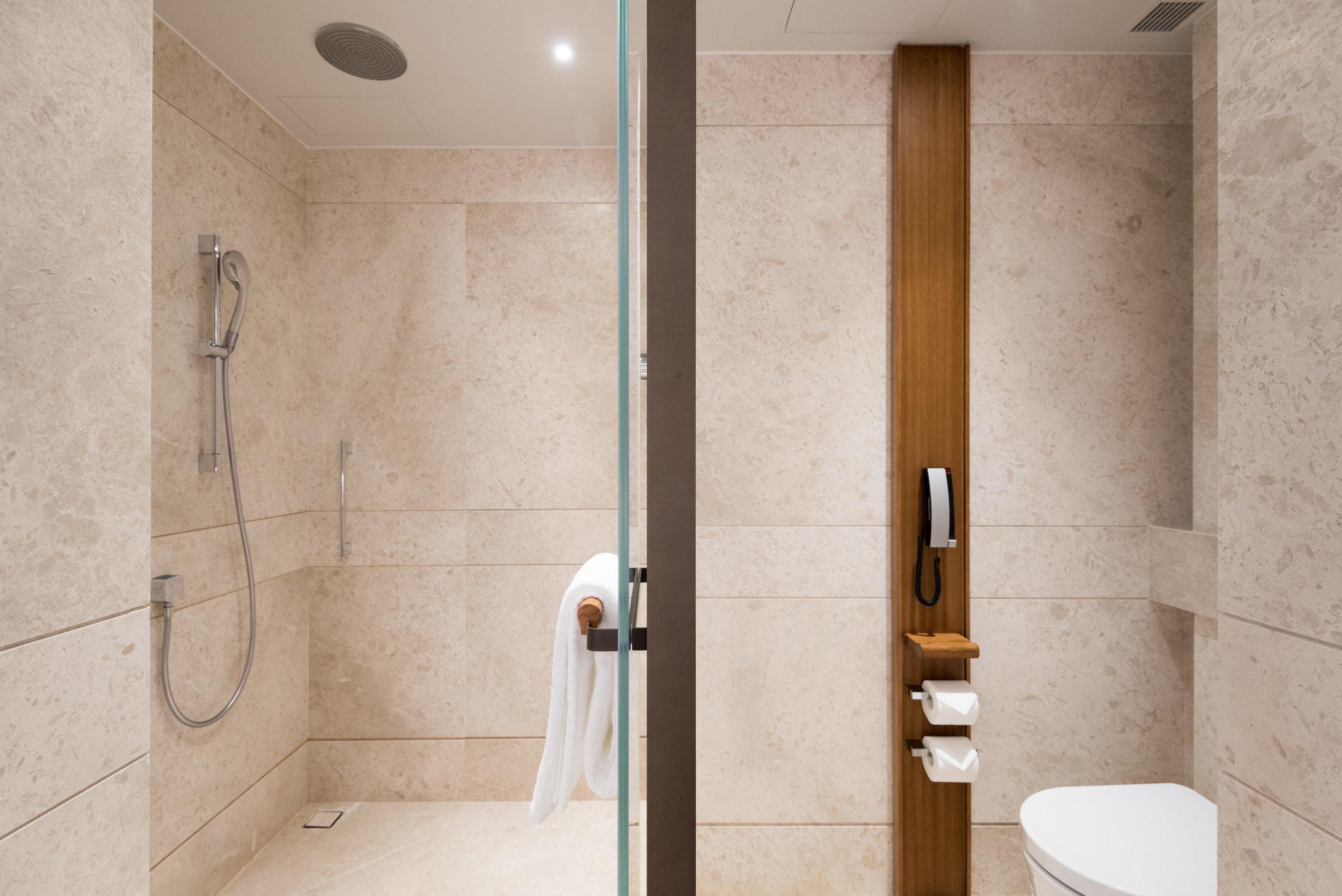 Bathroom  Club Premier Sea View Room - Kerry Hotel, Hong Kong