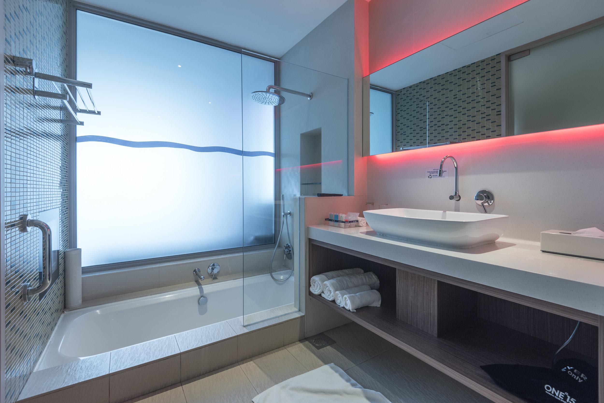 Bathtub with TV  Marina View Room - ONE°15 Marina Club