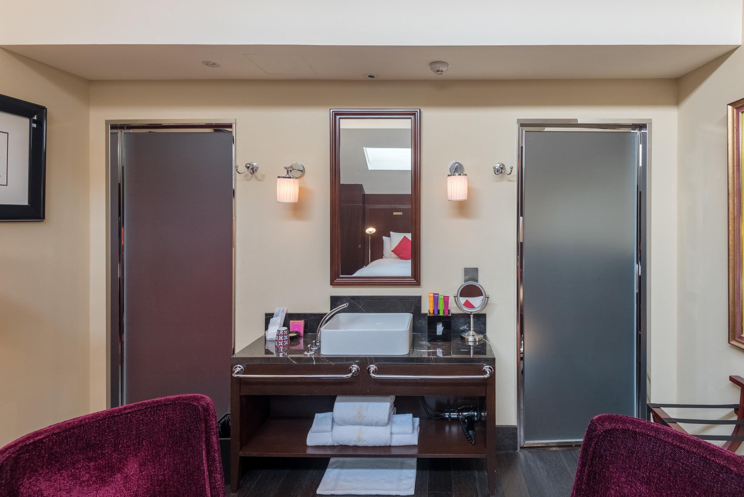 Bathroom  Art Executive Club Suite - The Vagabond Club, A Tribute Portfolio Hotel, Singapore