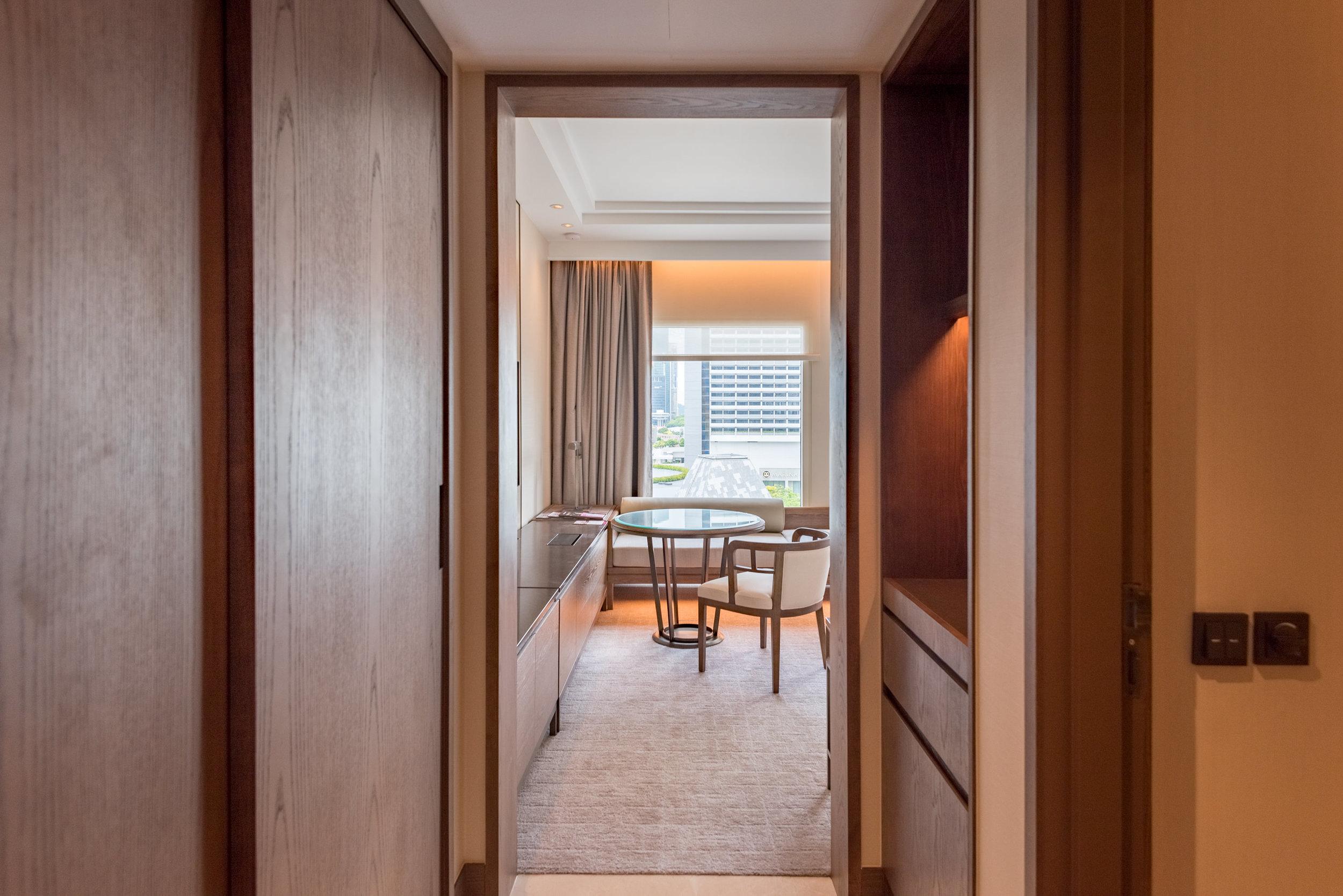 Entrance  Deluxe Room (Refurbished) - Conrad Centennial Singapore