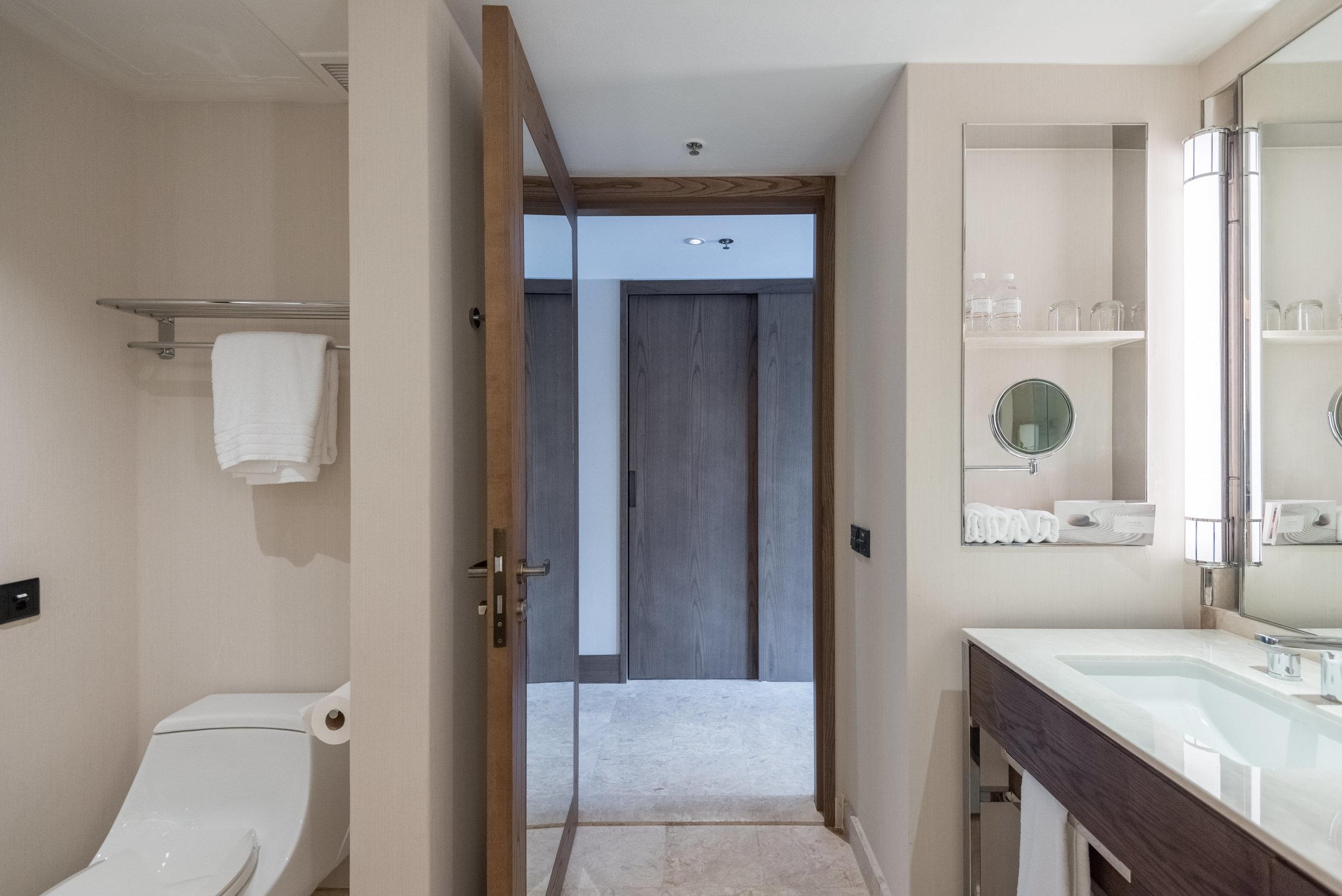 Bathroom  Deluxe Room (Refurbished) - Conrad Centennial Singapore
