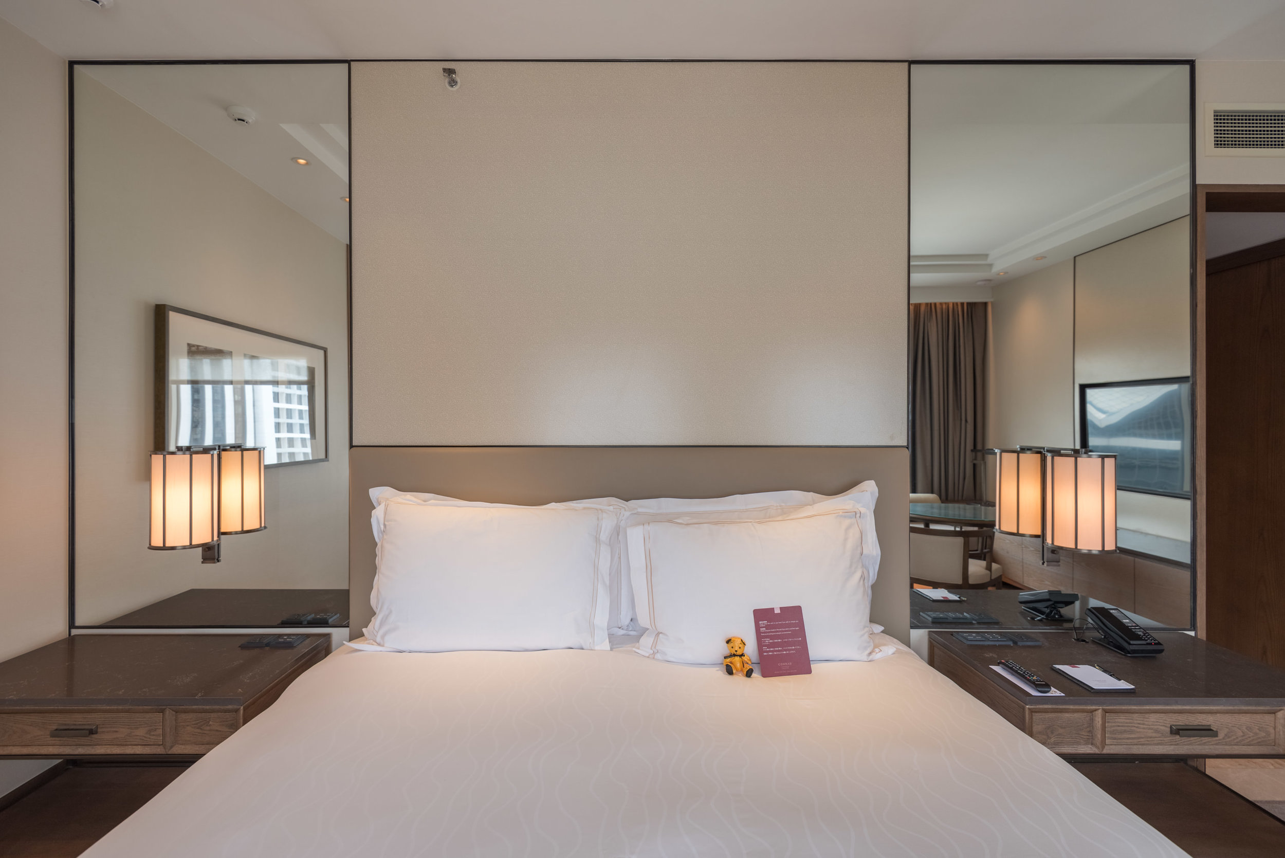 Bed  Deluxe Room (Refurbished) - Conrad Centennial Singapore