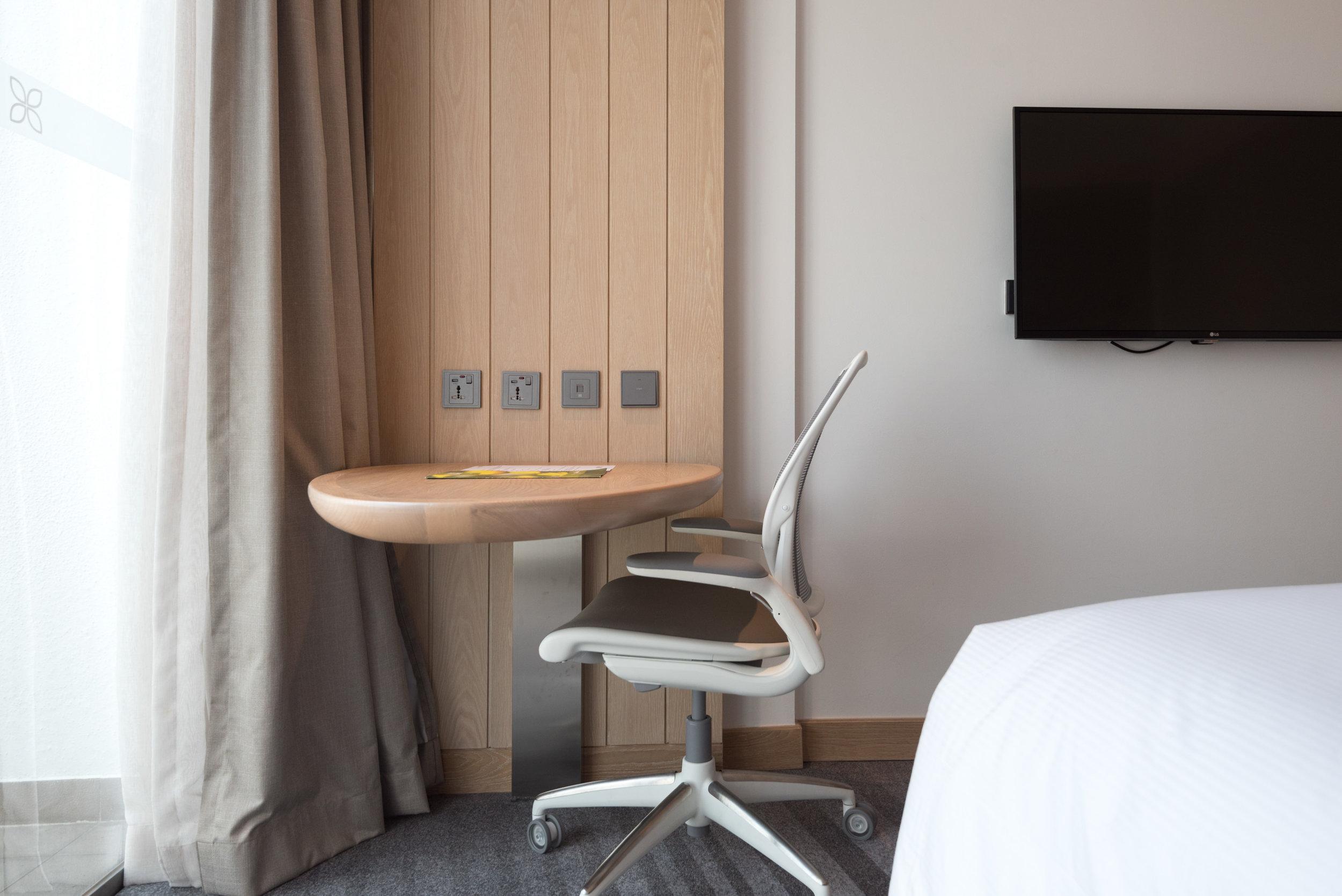 Work Desk  King Deluxe Room with Balcony - Hilton Garden Inn Singapore Serangoon