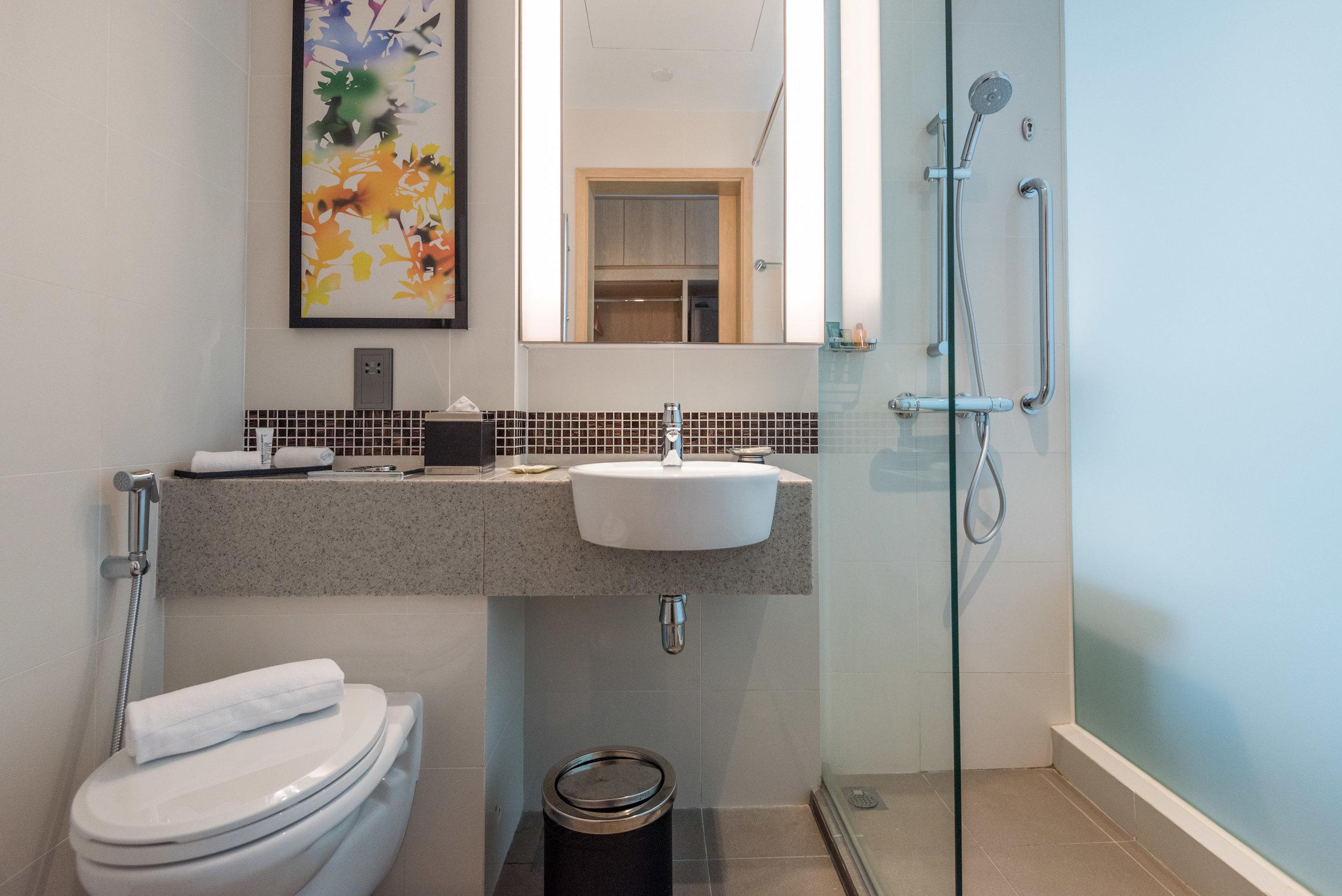 Bathroom  King Deluxe Room with Balcony - Hilton Garden Inn Singapore Serangoon