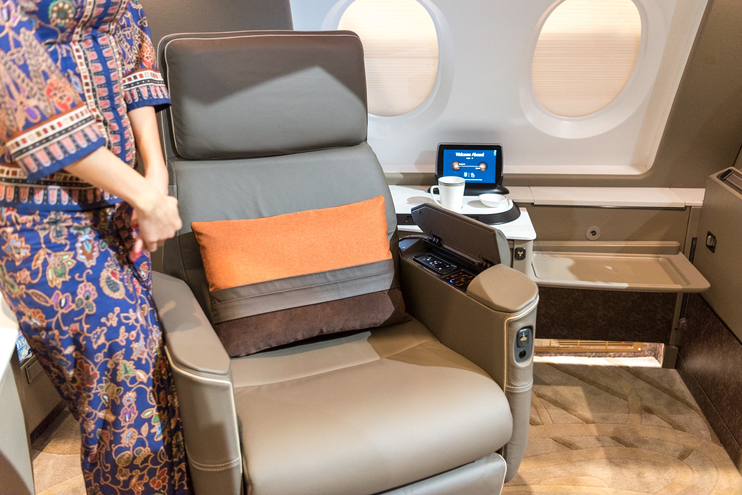 Exclusive First Look at Singapore Airlines\' New A380 Cabin ...
