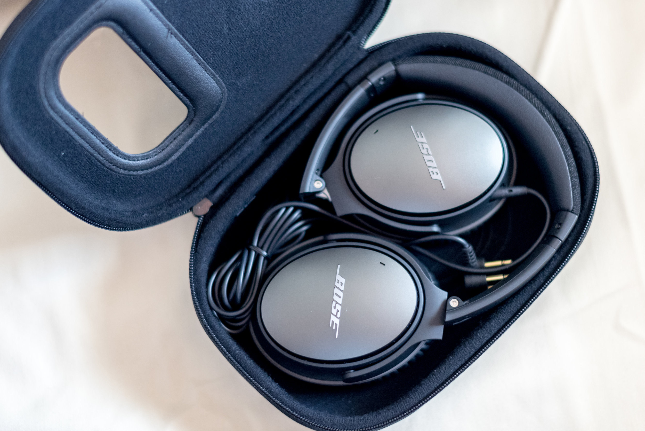 Bose QC25 Earphones   Singapore Airlines Suites SQ802 A380-800 - SIN to PEK