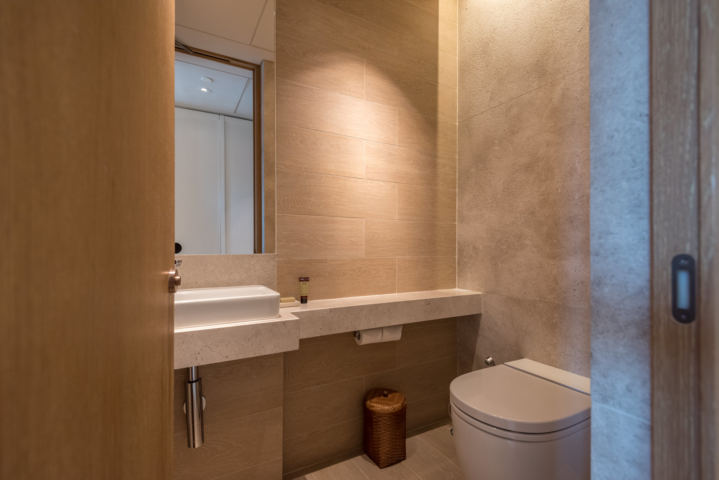 Guest Powder Room  Andaz Suite King - Andaz Singapore