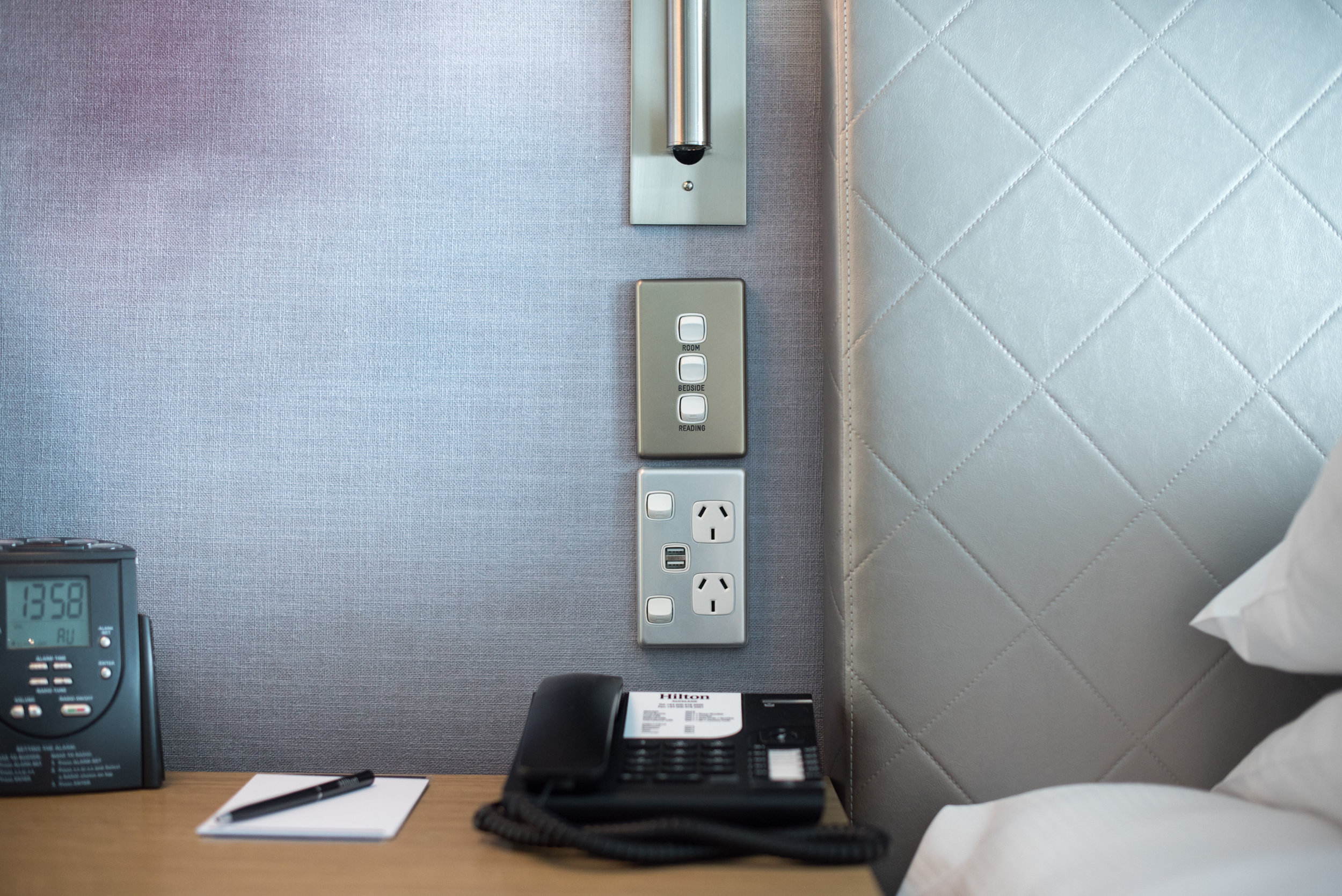 Power Outlet - Bedside   Deluxe Harbour View Room - Hilton Auckland