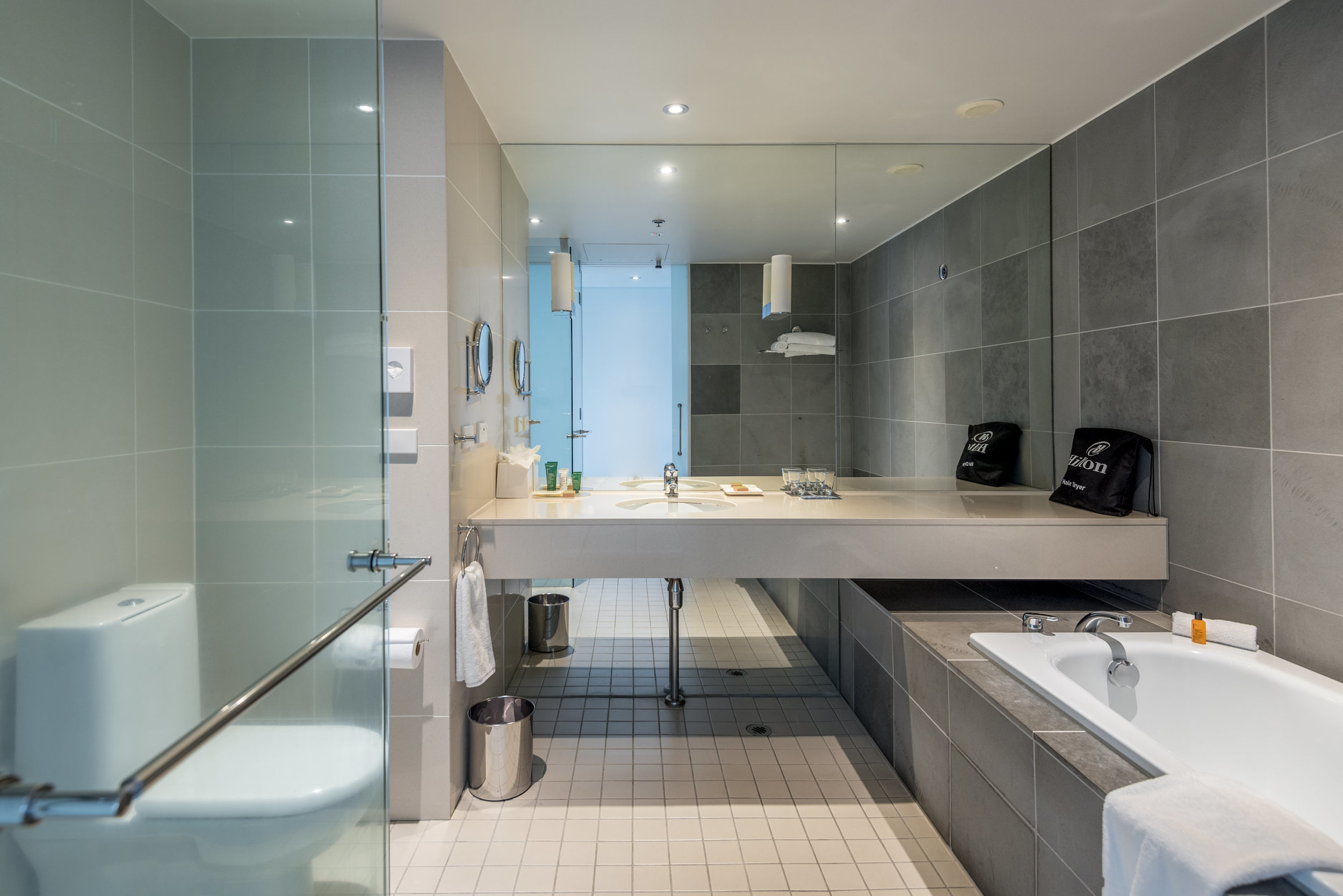 Bathroom  Deluxe Harbour View Room - Hilton Auckland