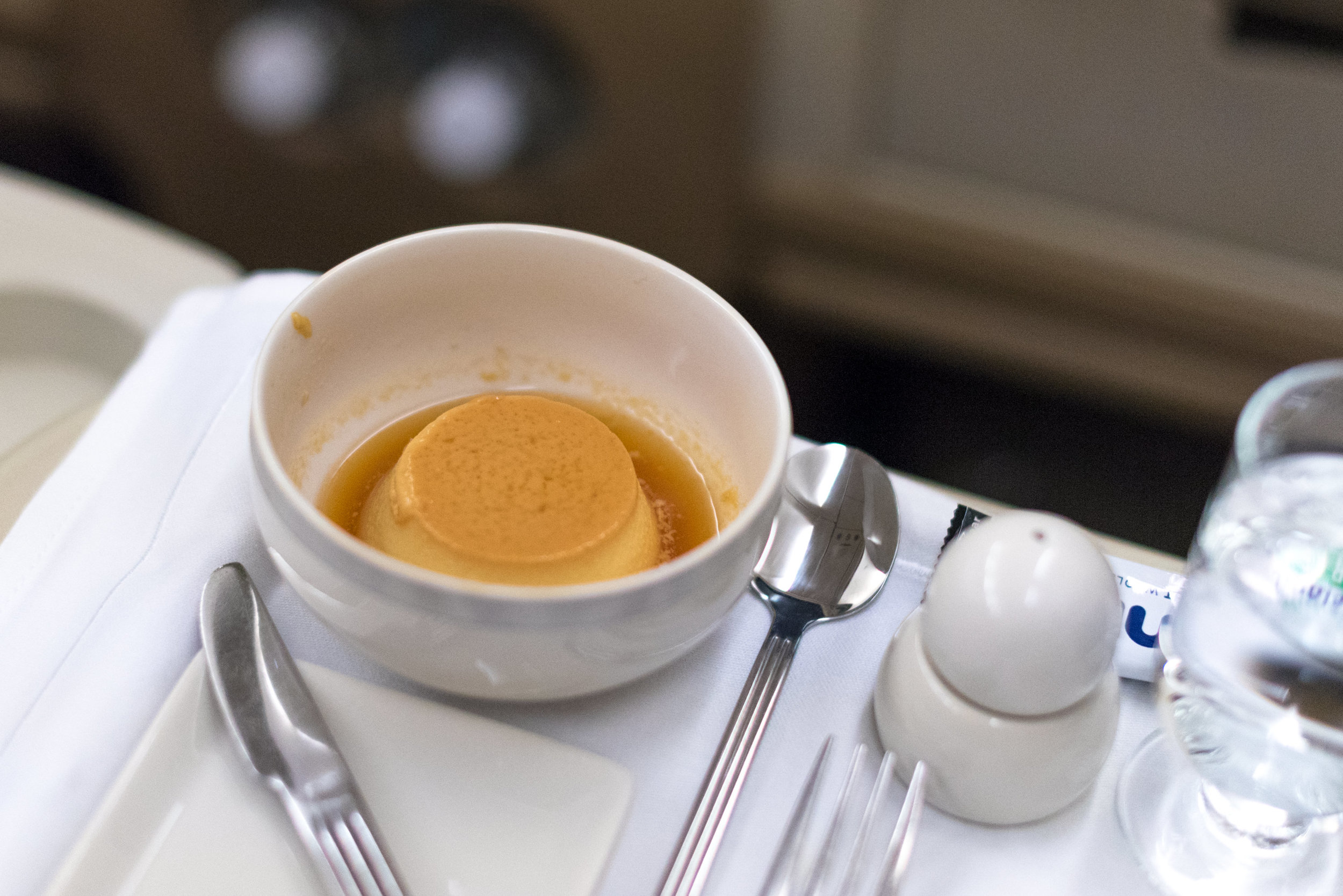Creme Caramel  Singapore Airlines Business Class SQ947 A330-300 - DPS to SIN