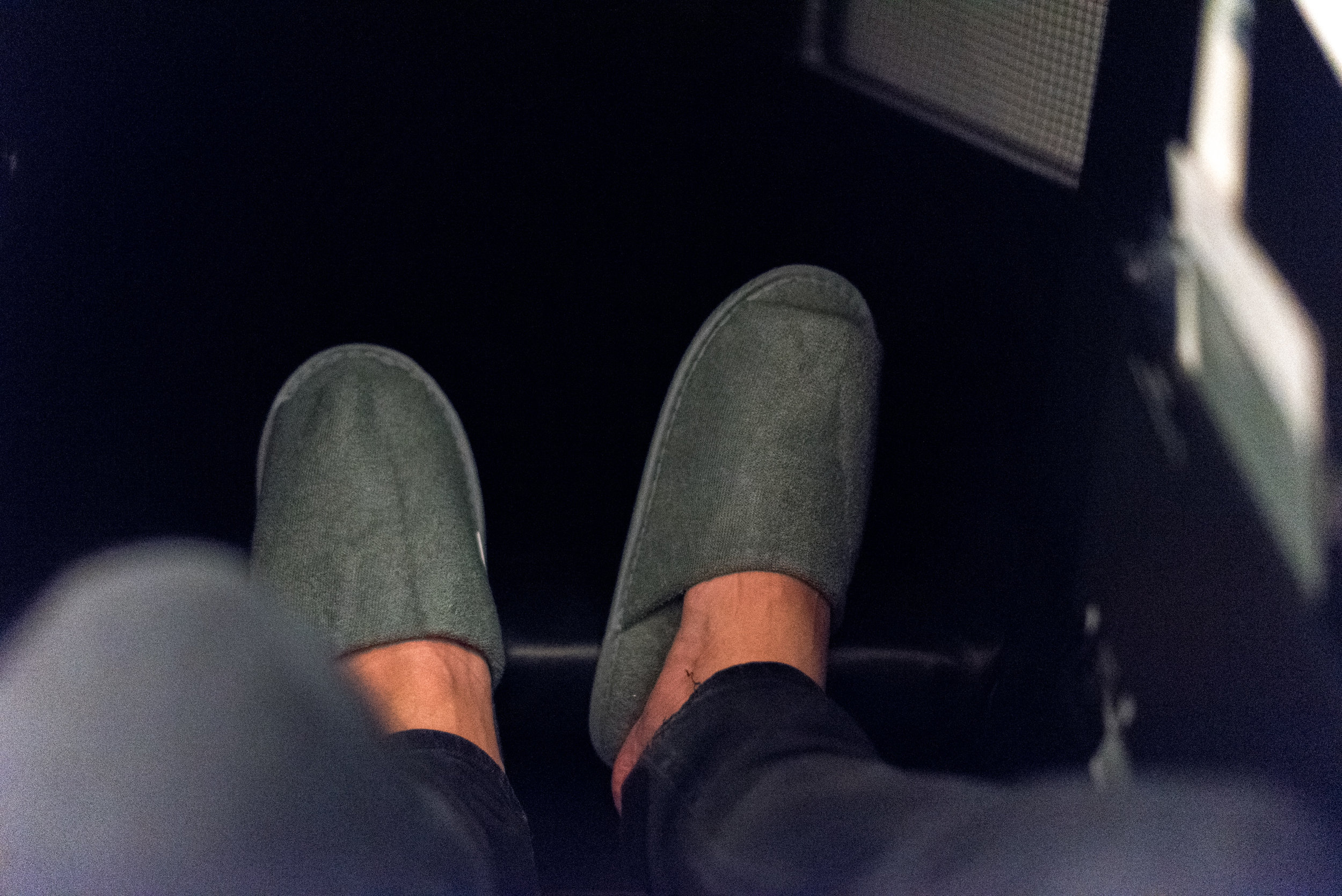 Slippers  Japan Airlines Business Class JL36 777-200ER - SIN to HND