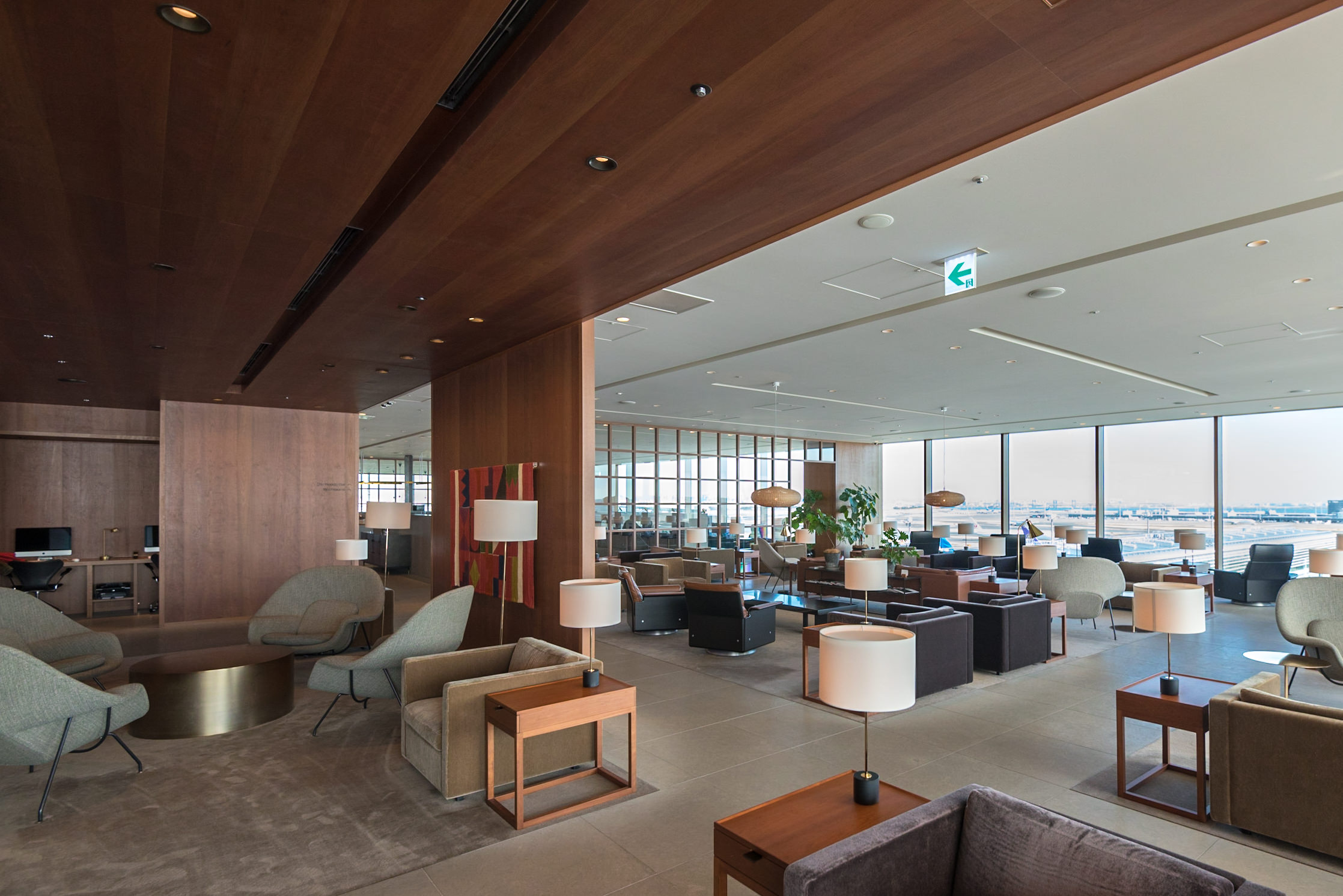 The Bar and the Main Area  Cathay Pacific Lounge - Haneda Airport (HND)