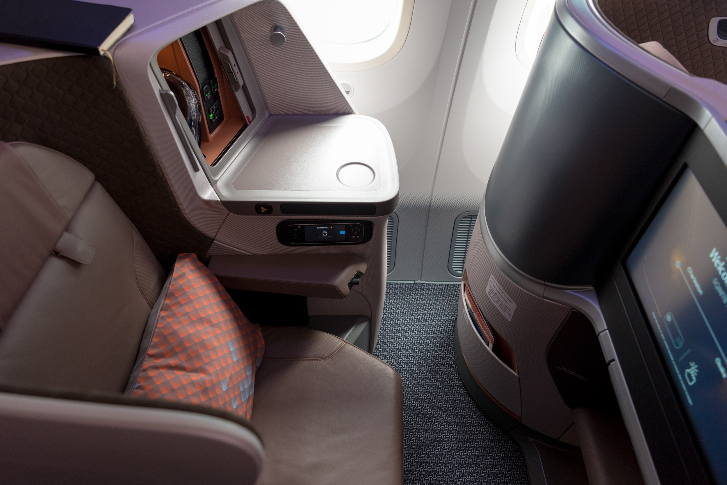 Staggered Seats  New Regional Business Class (2018) - Singapore Airlines