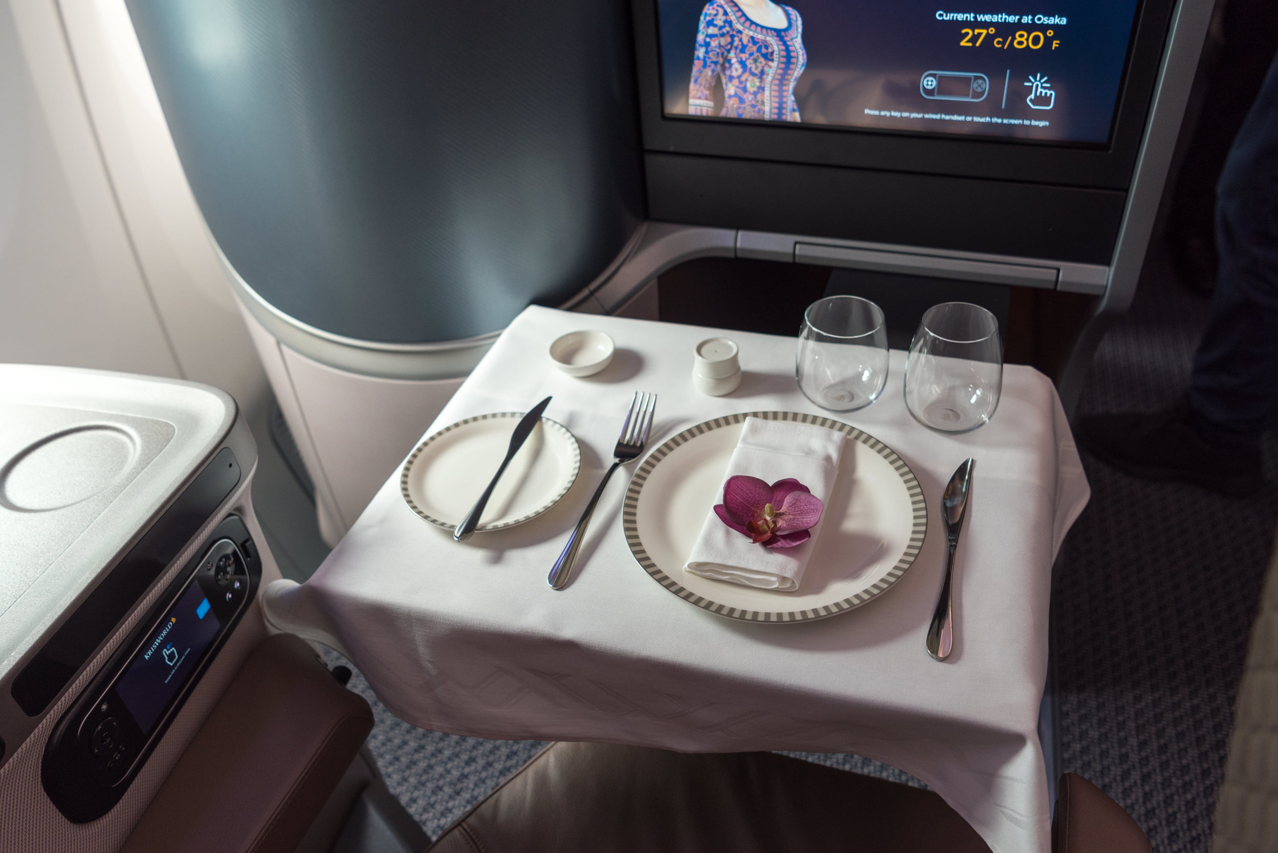 Meal Service  New Regional Business Class (2018) - Singapore Airlines