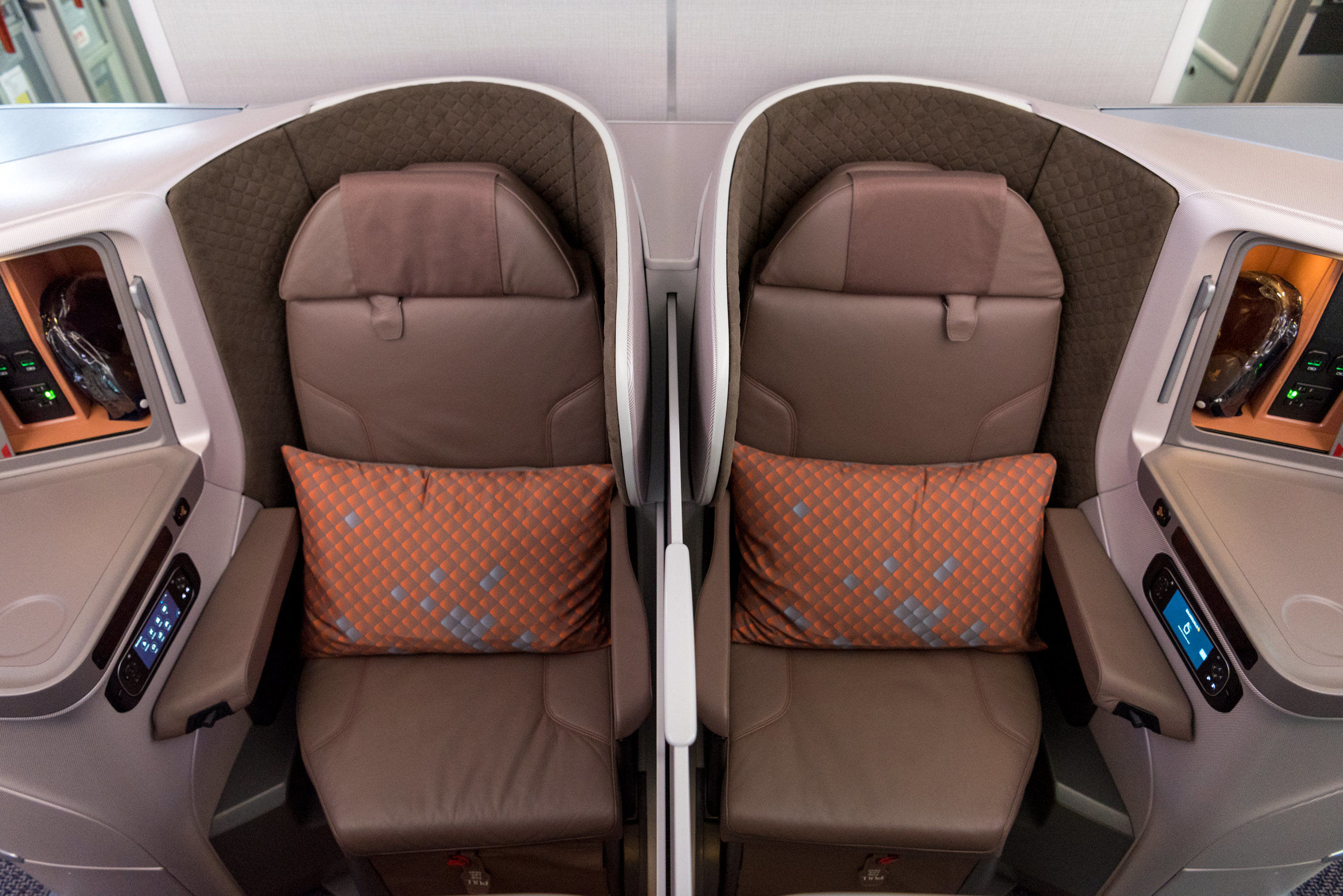 Middle Partition for Alternate Middle Seats  New Regional Business Class (2018) - Singapore Airlines