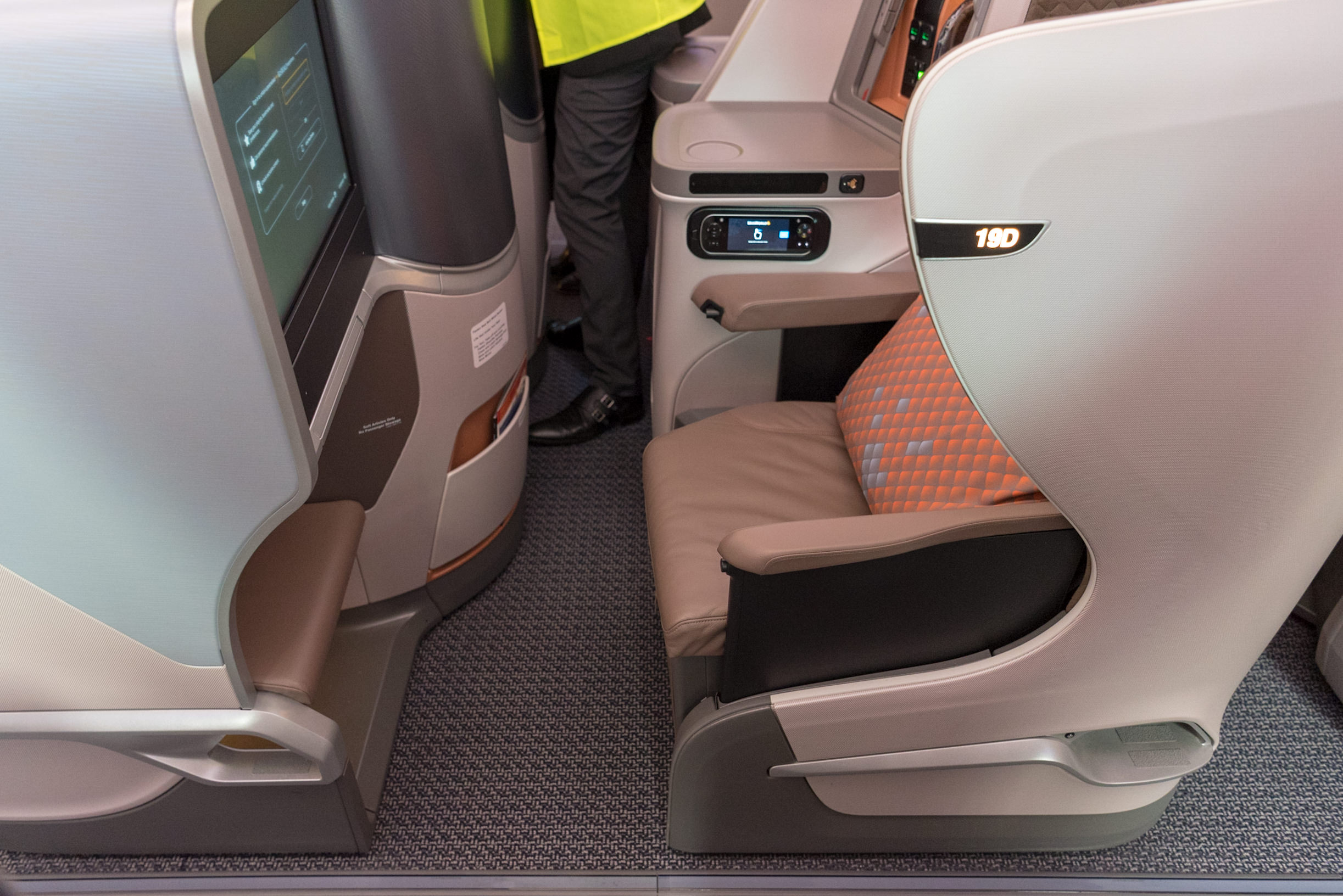 Seat 19D  New Regional Business Class (2018) - Singapore Airlines