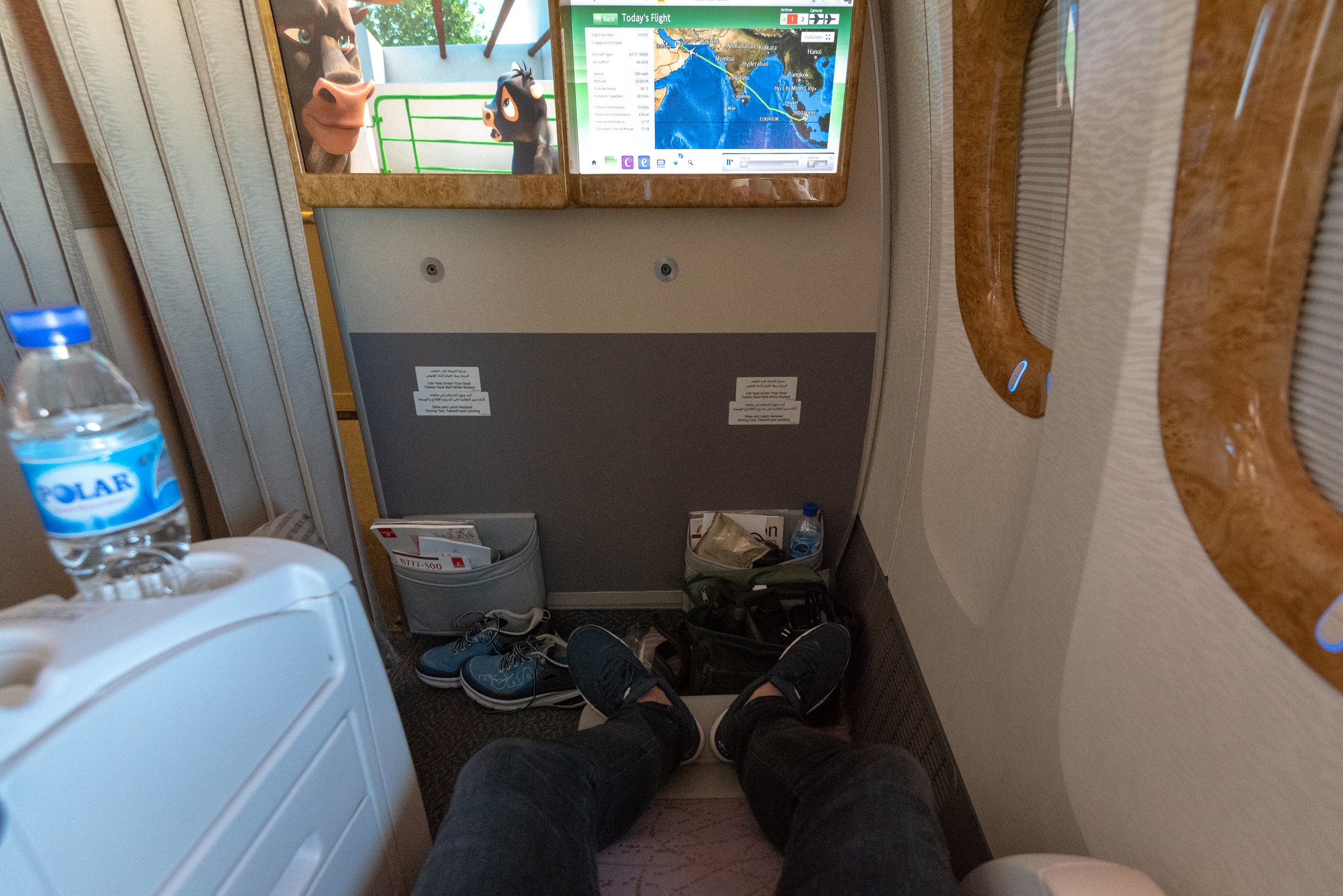 Legroom  Emirates Business Class 777-300ER - SIN to DXB