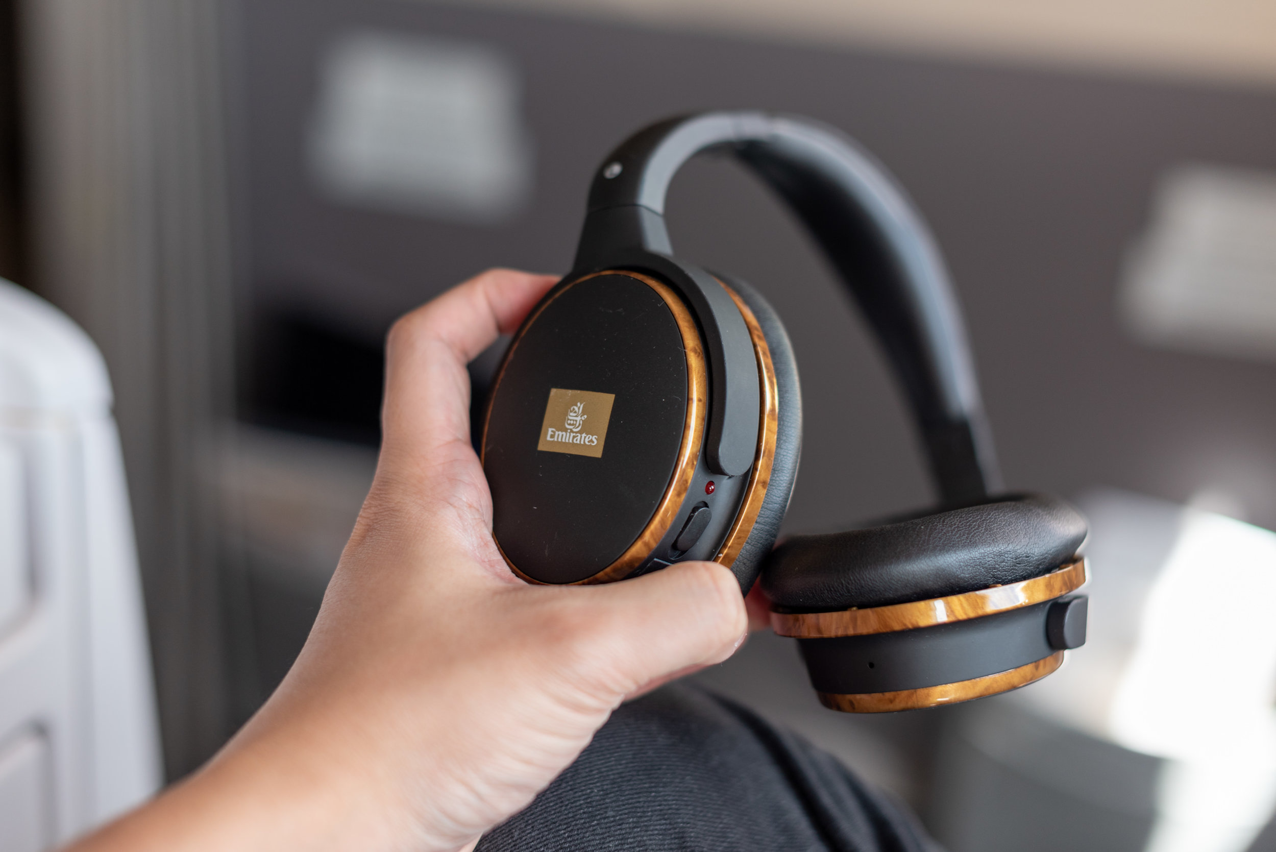 Noise-cancelling Headphones Emirates Business Class 777-300ER - SIN to DXB