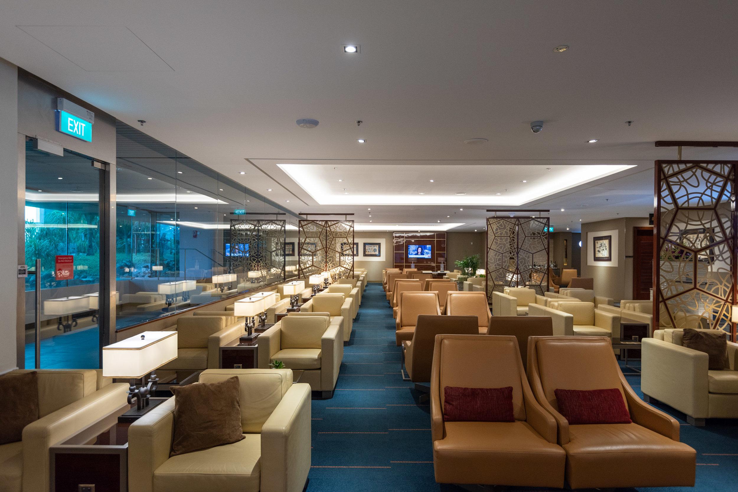 Emirates Lounge Review - Singapore Changi Airport (SIN)