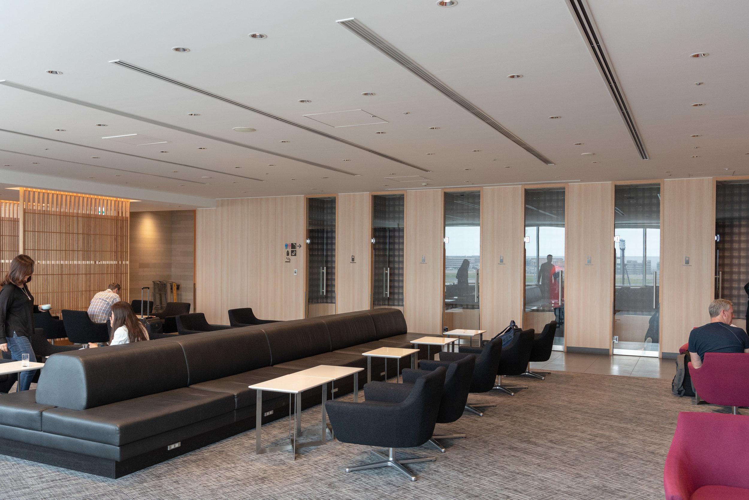 Lounge  Japan Airlines Sakura Lounge Skyview - Haneda Airport (HND)