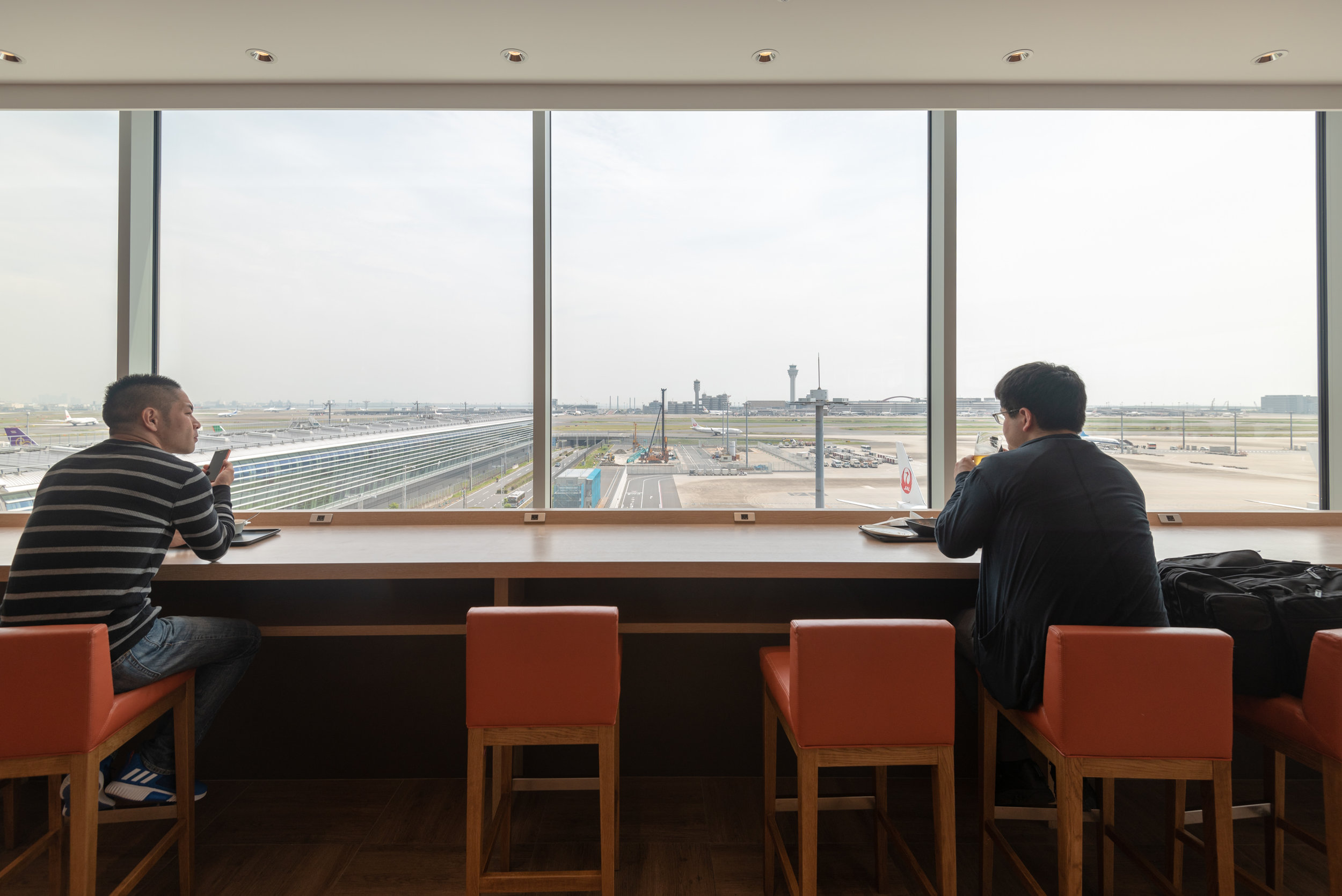Table with a Runway View  Japan Airlines Sakura Lounge Skyview - Haneda Airport (HND)
