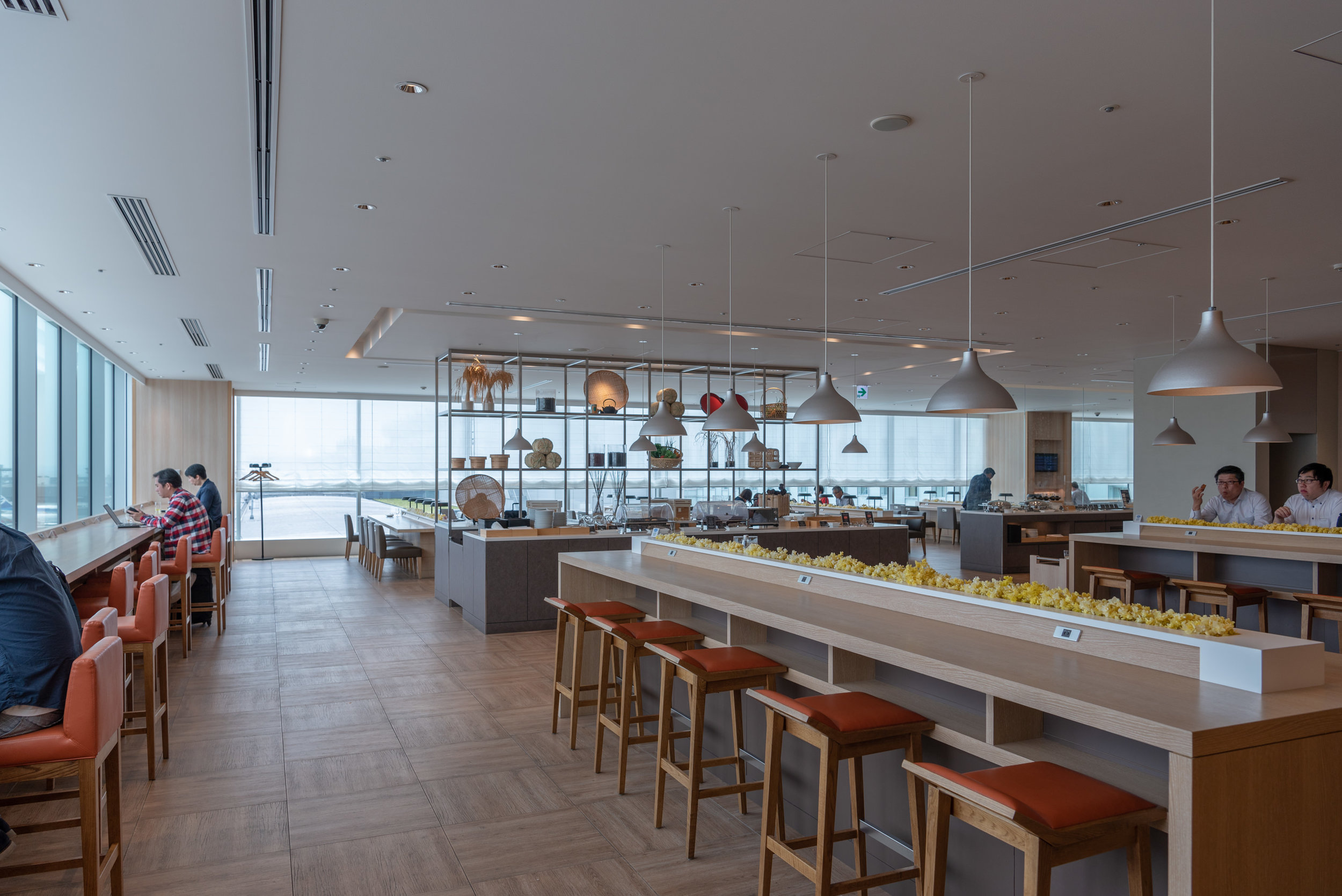 Dining Area  Japan Airlines Sakura Lounge Skyview - Haneda Airport (HND)