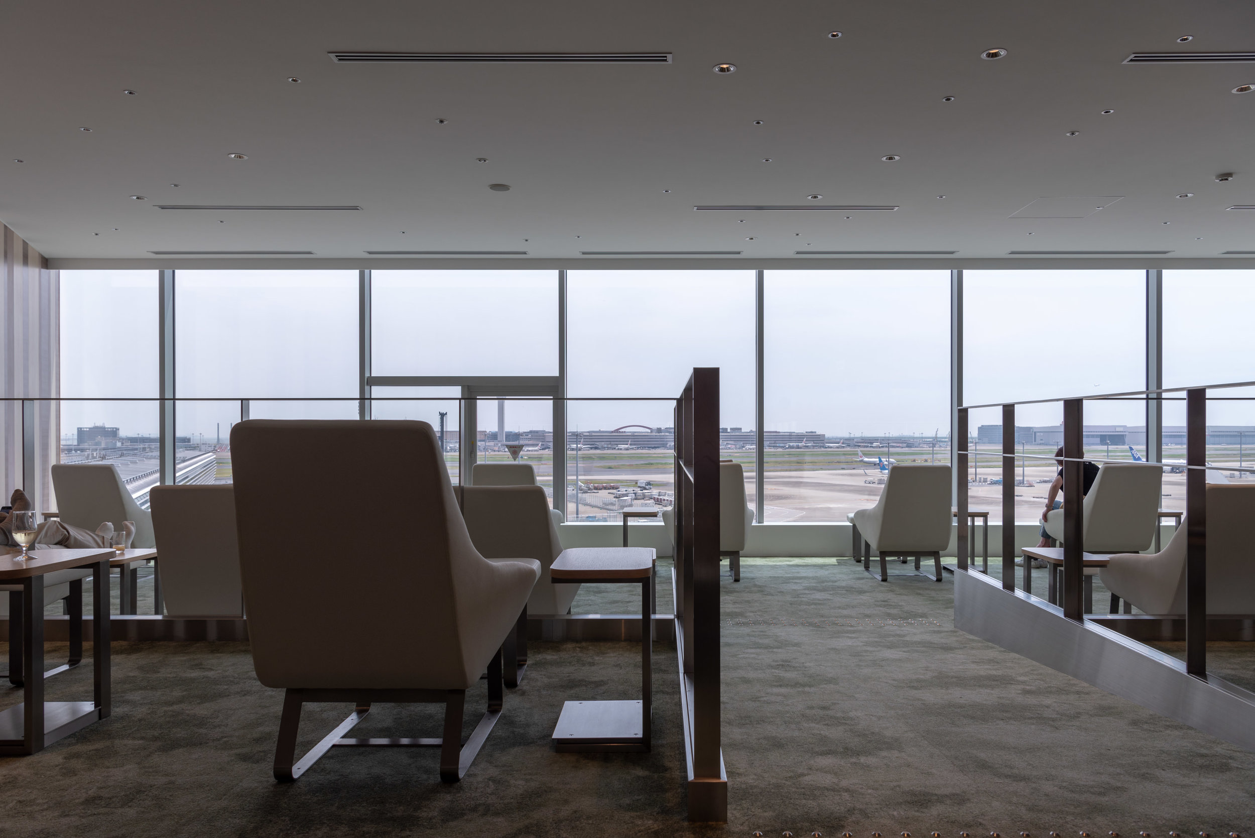 Skyview Lounge  Japan Airlines Sakura Lounge Skyview - Haneda Airport (HND)