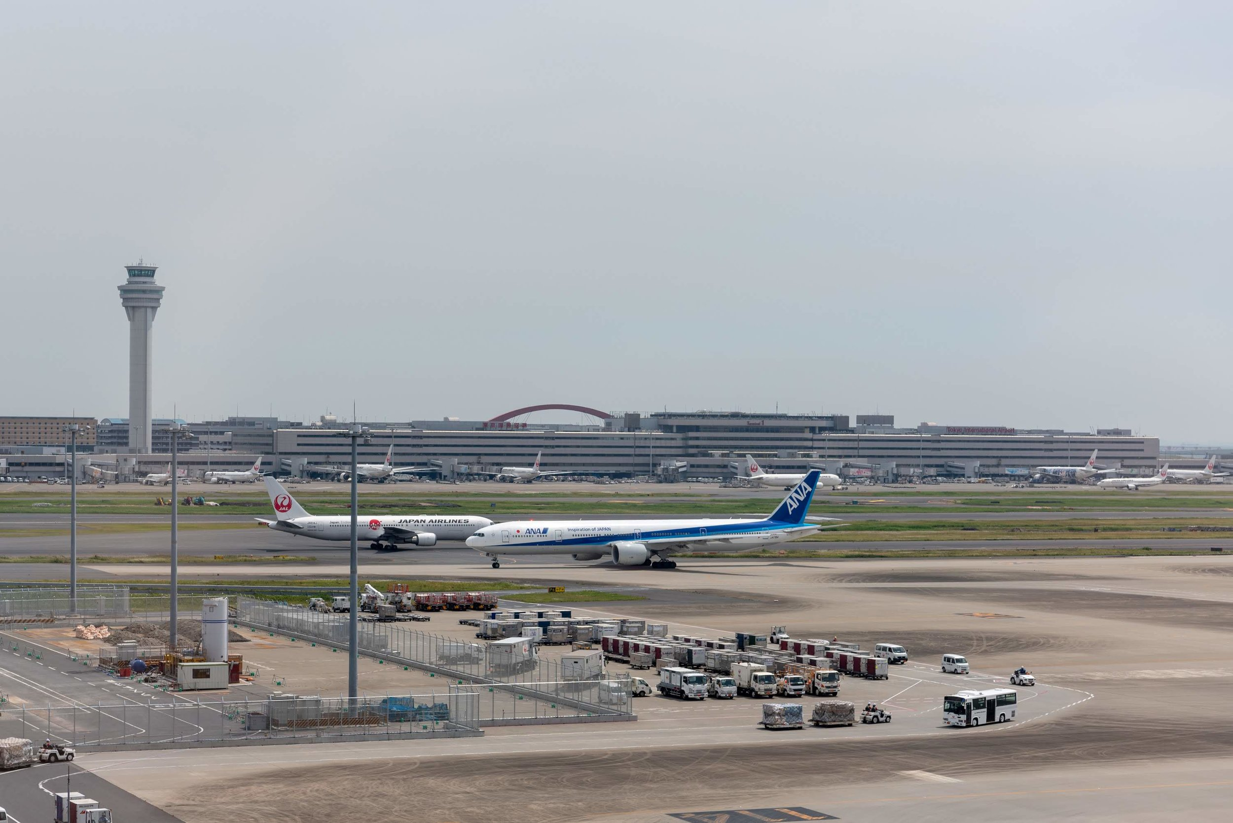 View from the Lounge  Japan Airlines Sakura Lounge Skyview - Haneda Airport (HND)