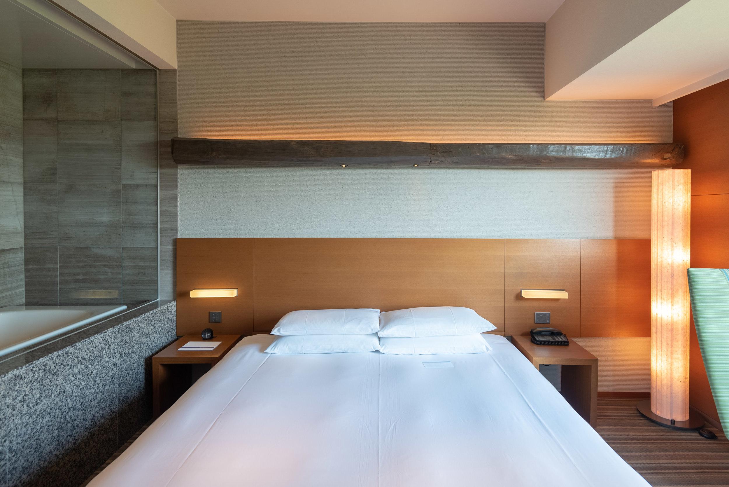 King-size Bed  Regency Club Room - Hyatt Regency Tokyo