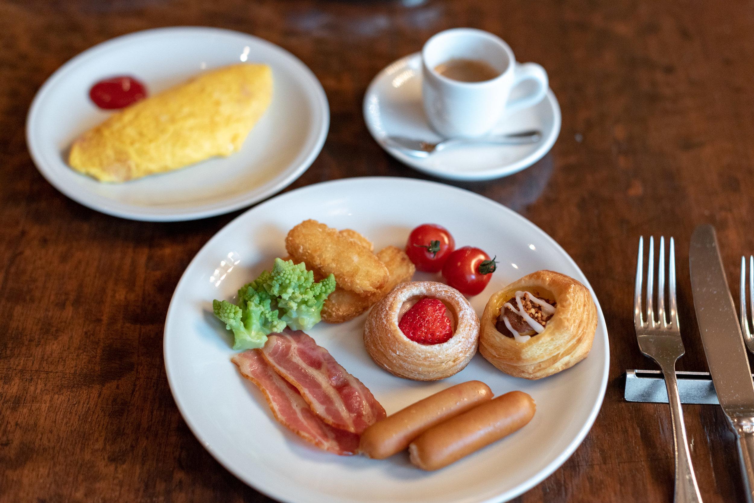 Buffet Breakfast  Caffè- Hyatt Regency Tokyo