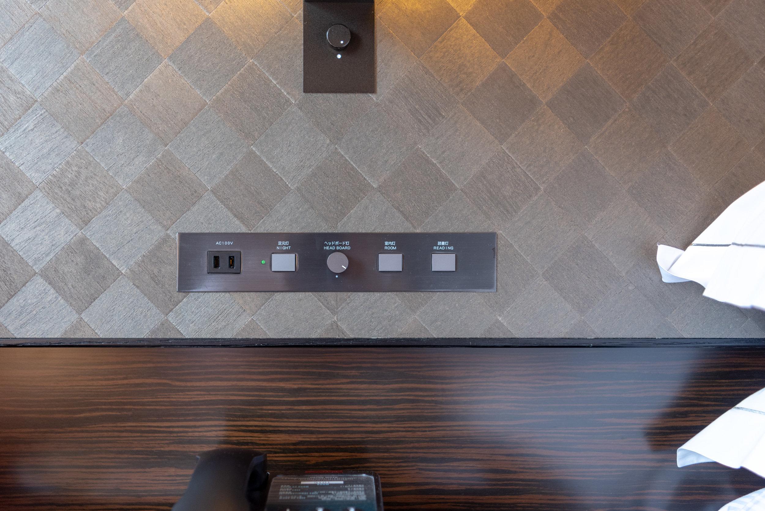 Bedside Controls  King Tower Suite Executive - Hilton Tokyo