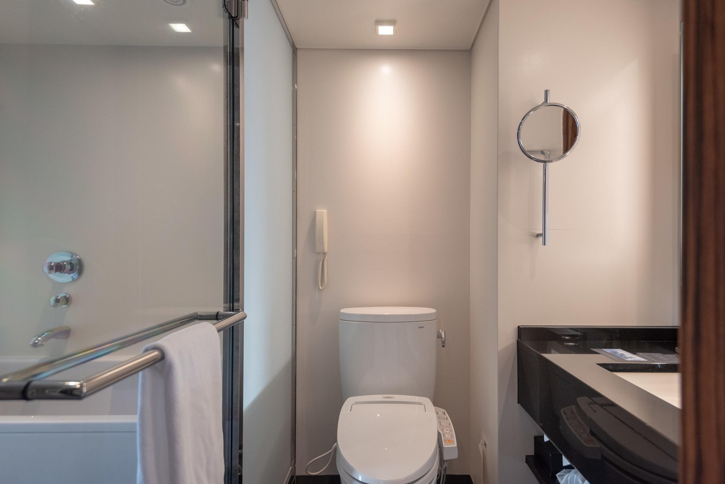 Bathroom  King Tower Suite Executive - Hilton Tokyo