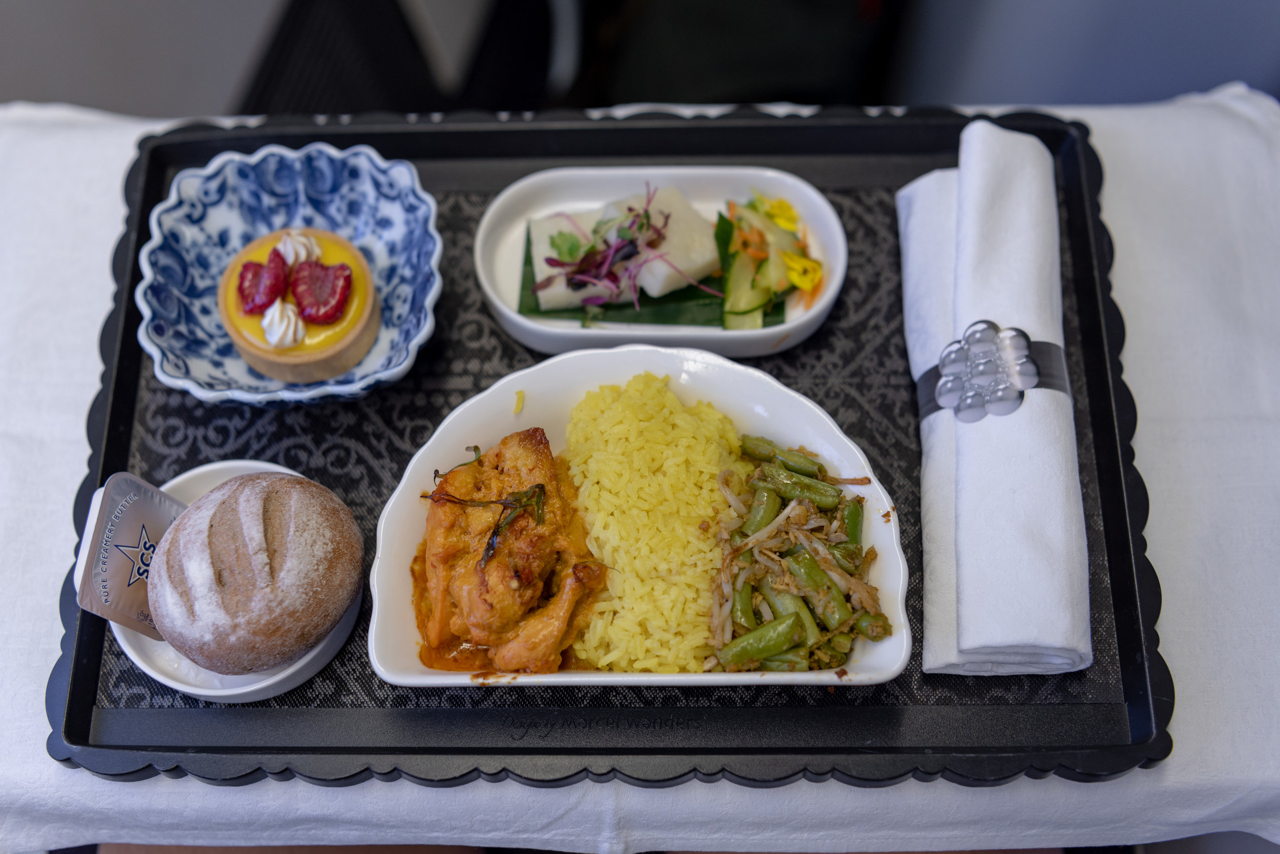 Dinner  KLM Business Class KL835 777-300ER - SIN to DPS