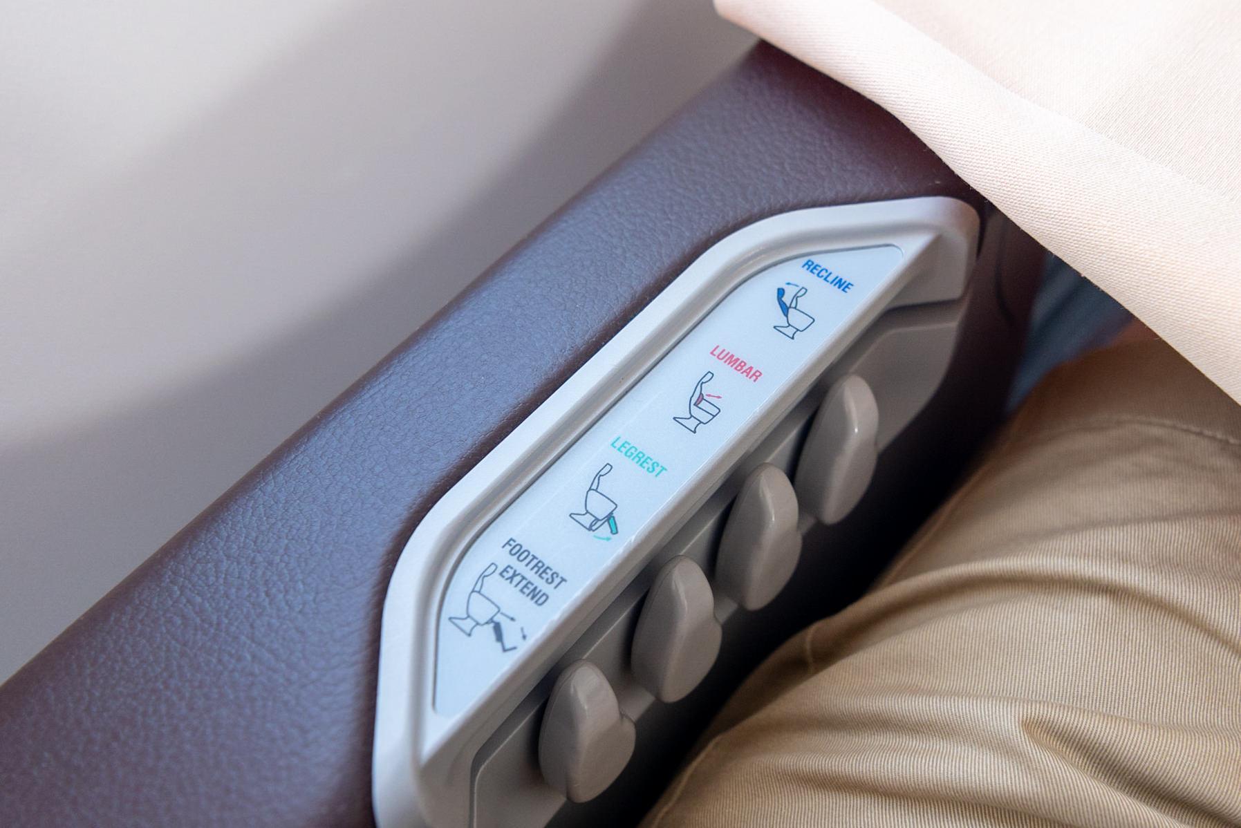 Seat Controls  SilkAir Business Class MI615 737-800 - REP to SIN