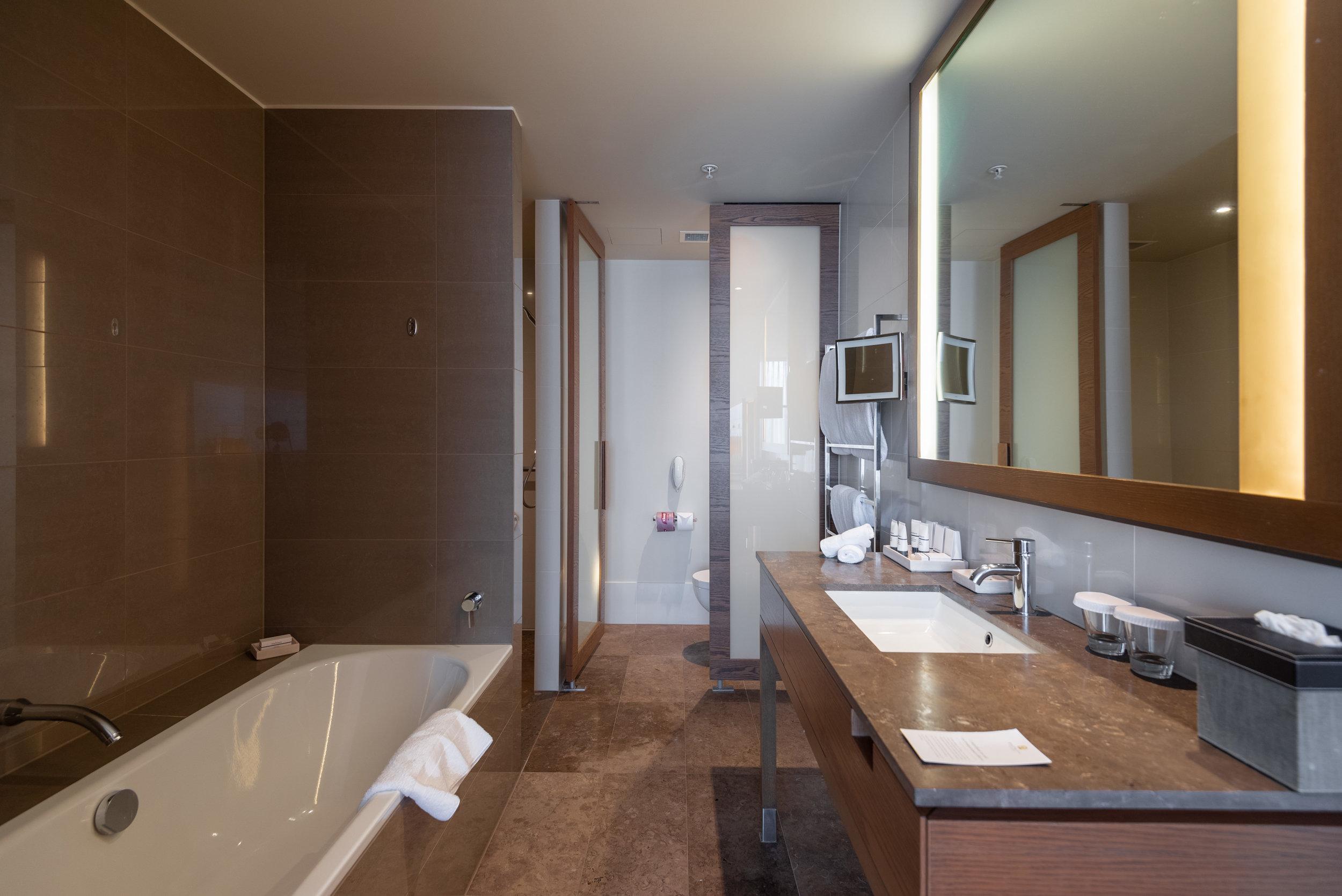 Bathroom  Pacific Club King Room - Pan Pacific Melbourne