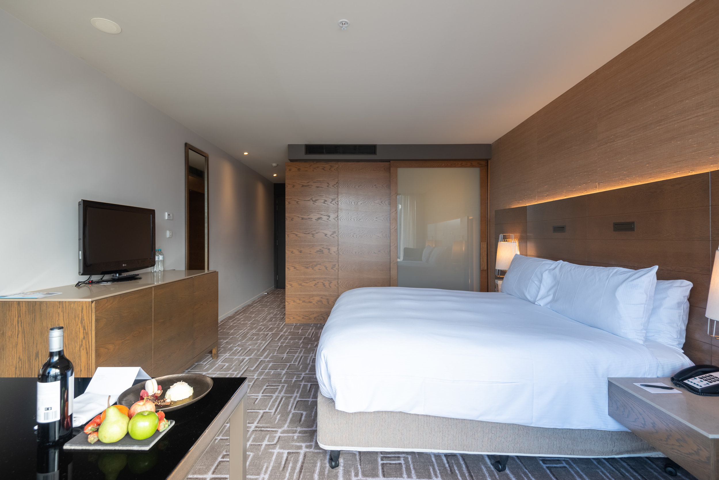 Bedroom  Pacific Club King Room - Pan Pacific Melbourne