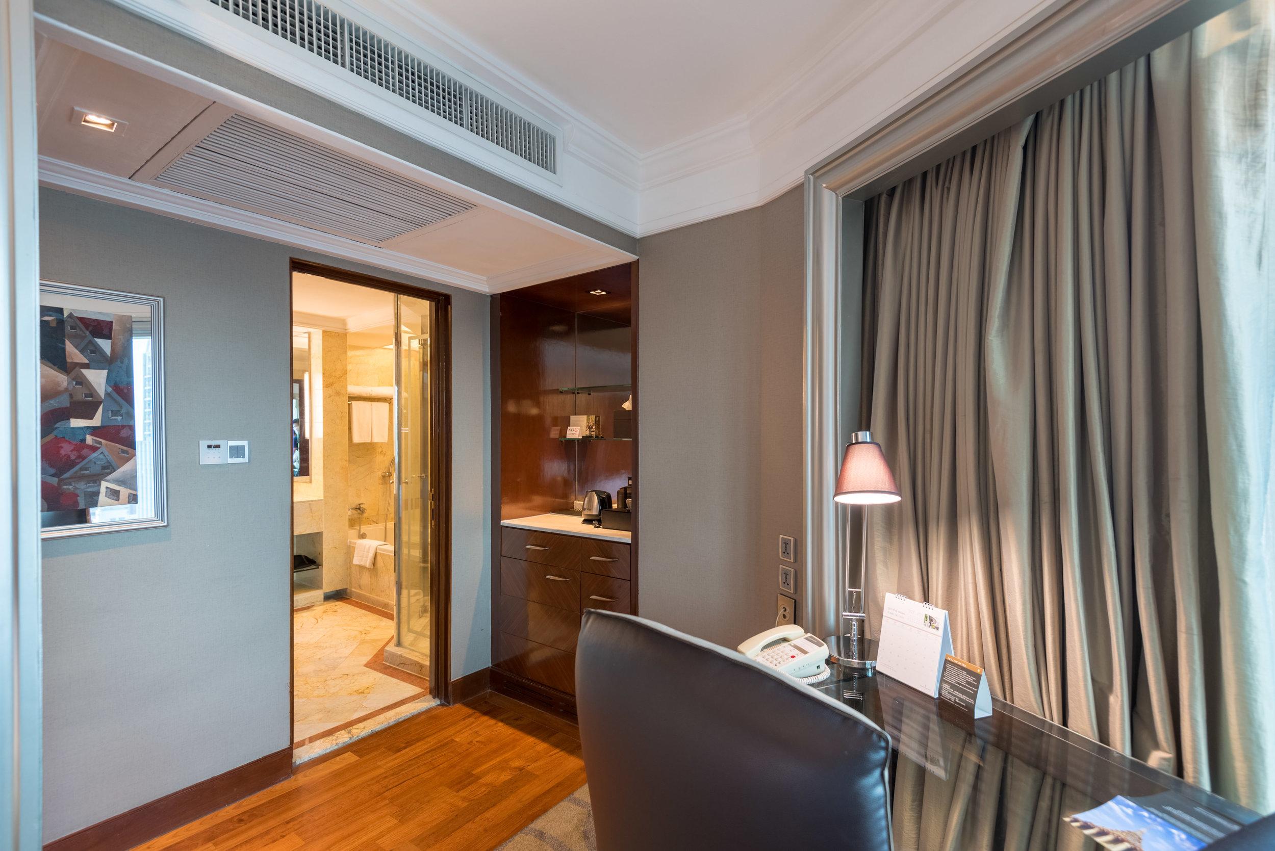 Work Desk and Minibar  Executive Deluxe Room — InterContinental Bangkok