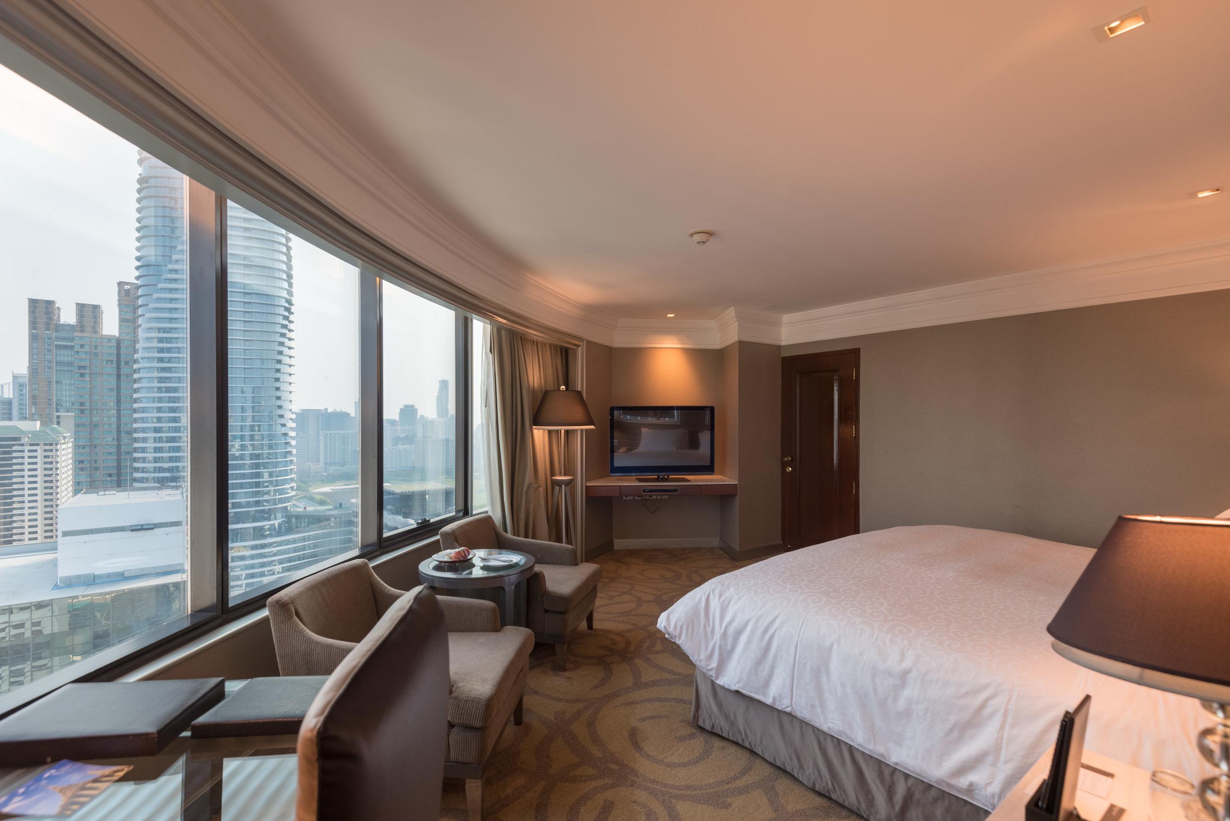 Corner Room  Executive Deluxe Room — InterContinental Bangkok