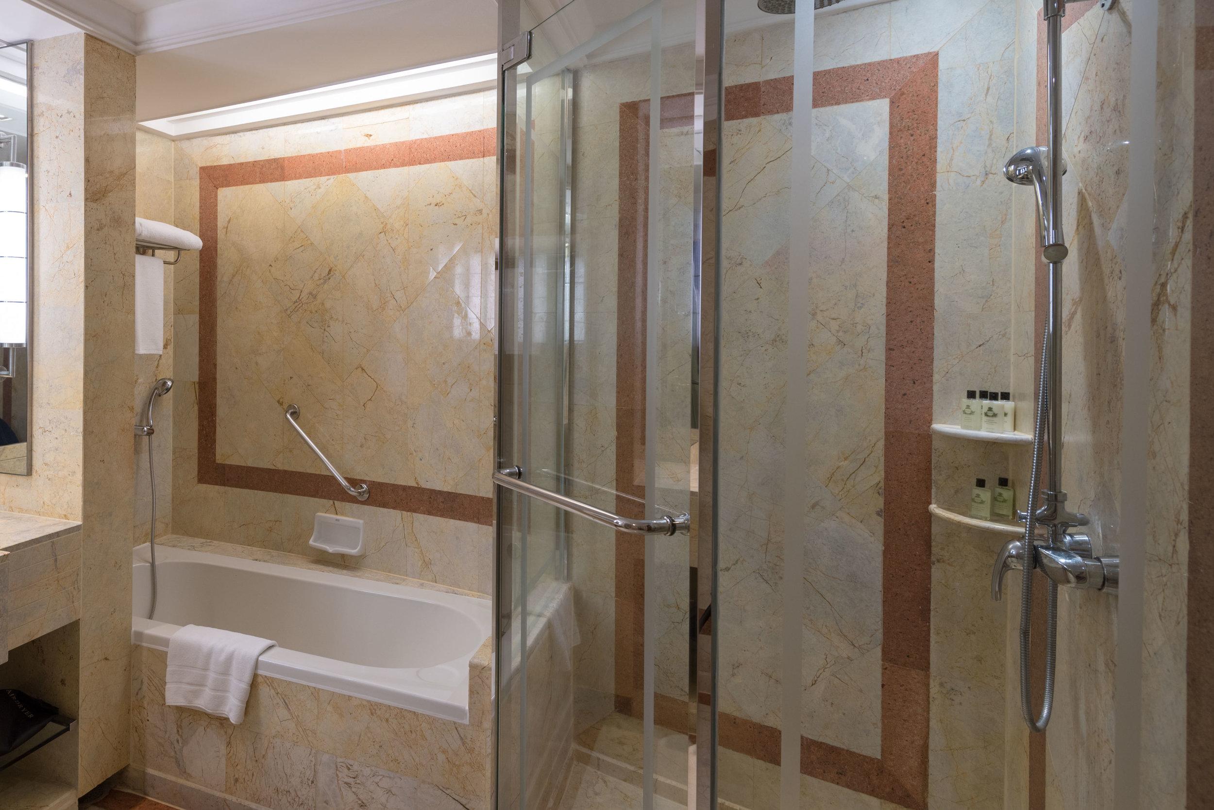 Bathroom  Executive Deluxe Room — InterContinental Bangkok
