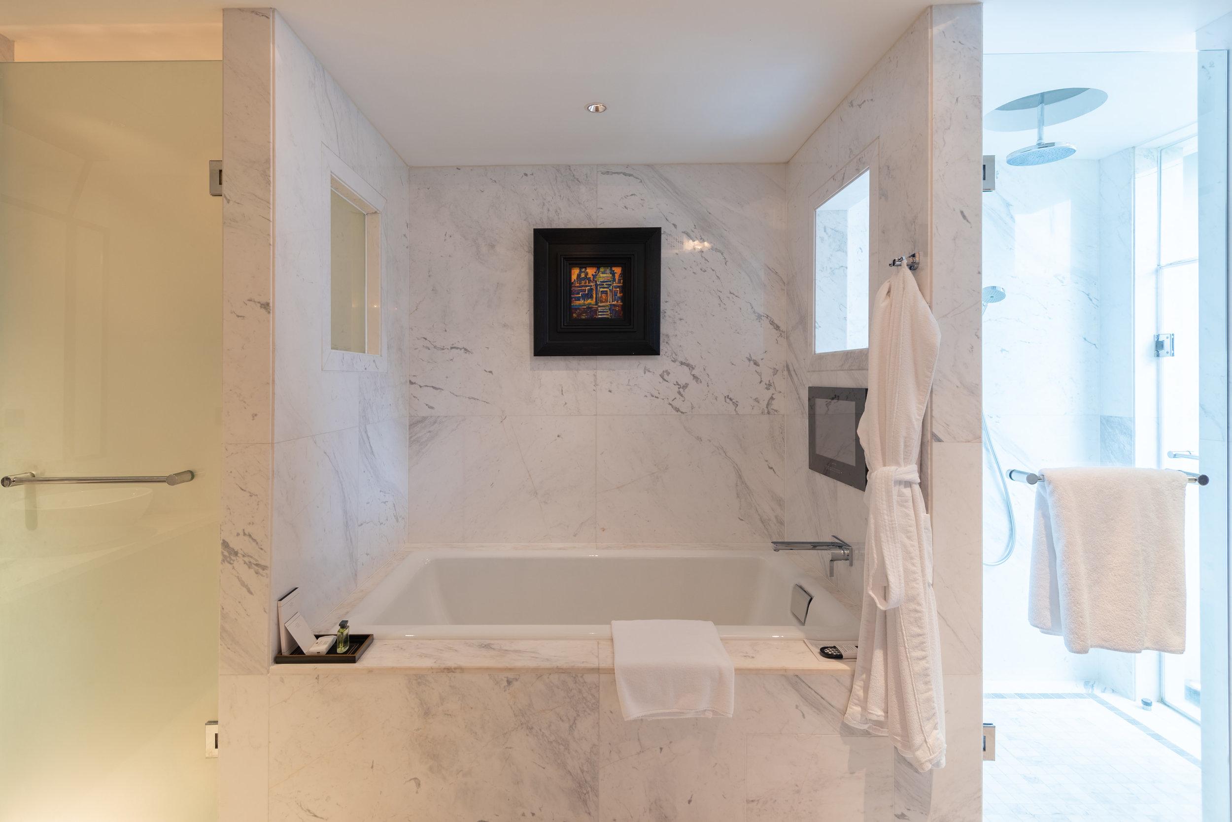 Bathtub   Rooftop Garden Suite - Park Hyatt Siem Reap
