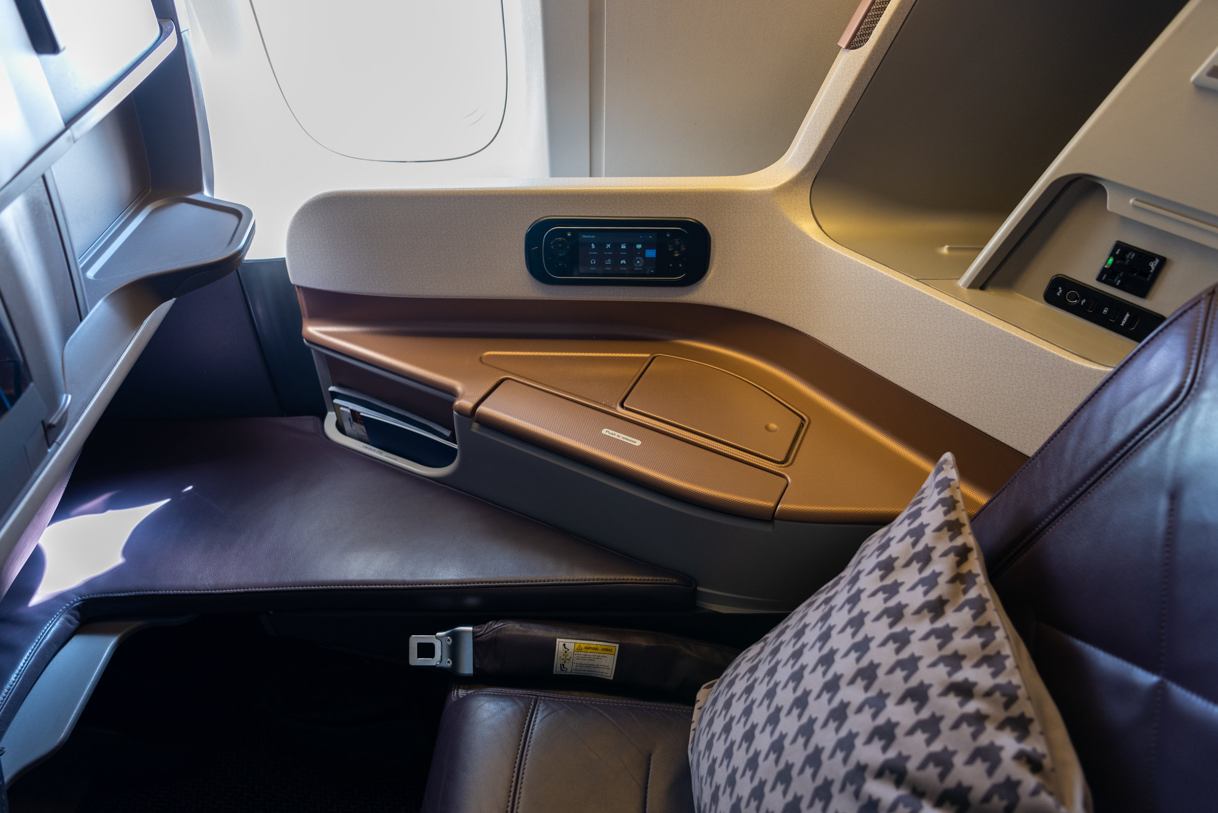 Seat 14K  Singapore Airlines Business Class SQ828 777-300ER - SIN to PVG