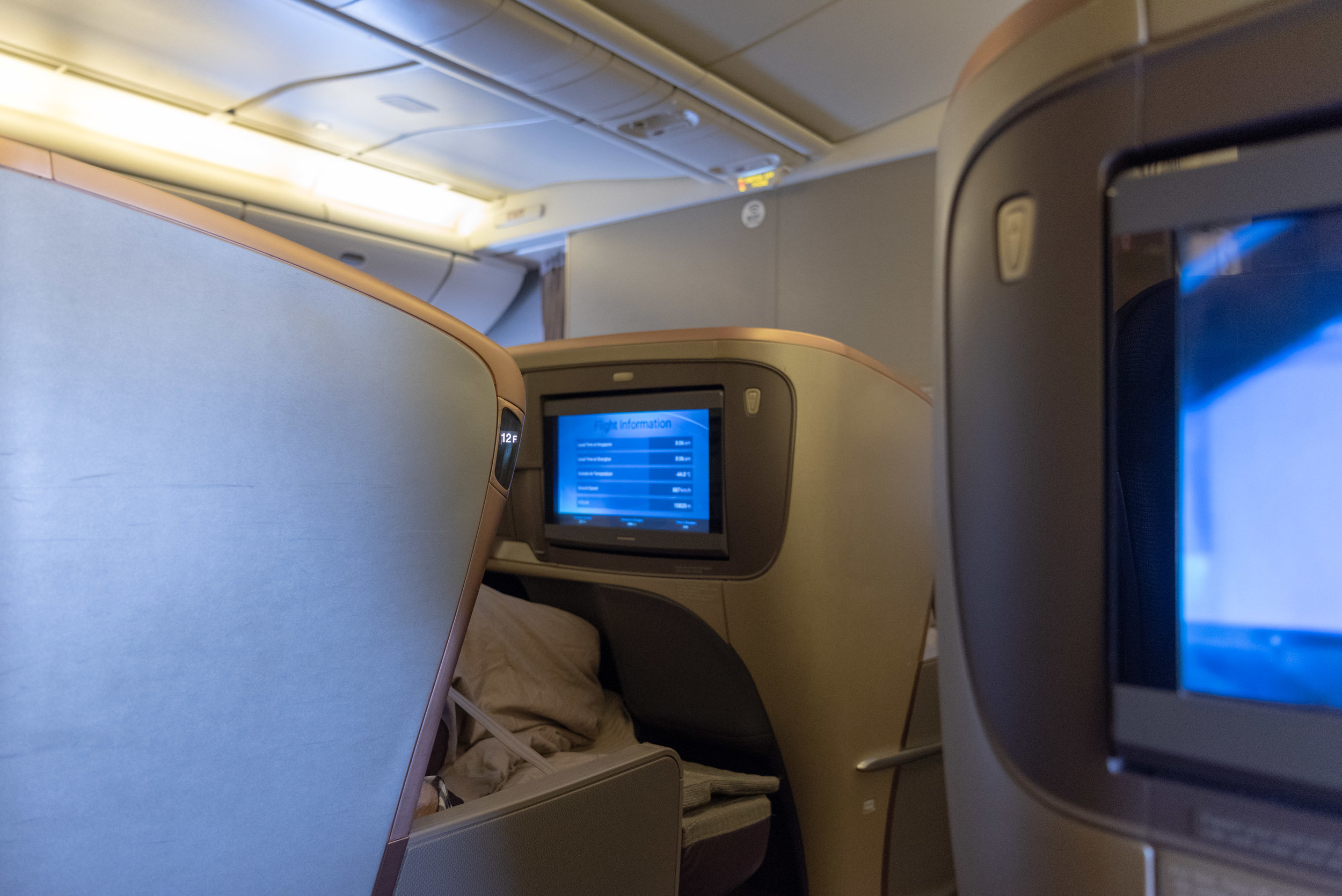 Cabin View from Seat 14K  Singapore Airlines Business Class SQ828 777-300ER - SIN to PVG