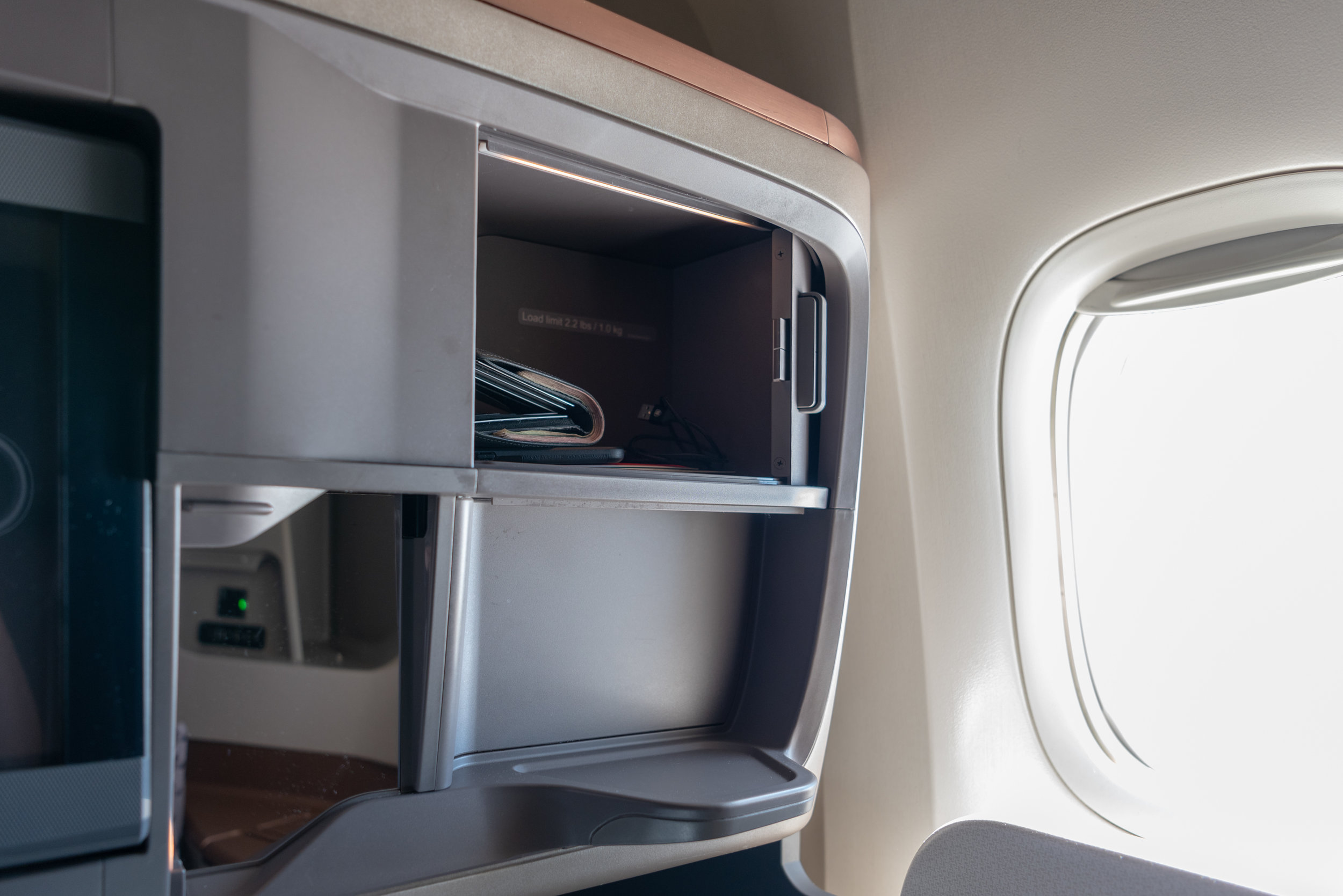 Storage Compartments and Personal Mirror  Singapore Airlines Business Class SQ828 777-300ER - SIN to PVG