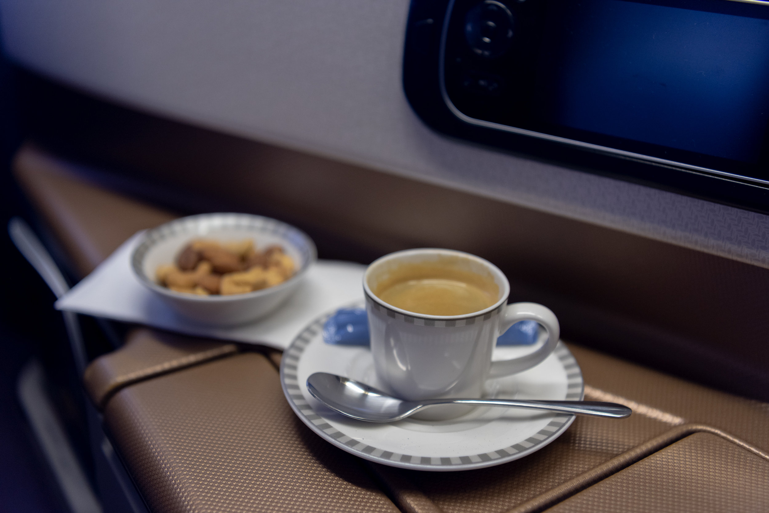 Coffee and Warm Nuts  Singapore Airlines Business Class SQ828 777-300ER - SIN to PVG