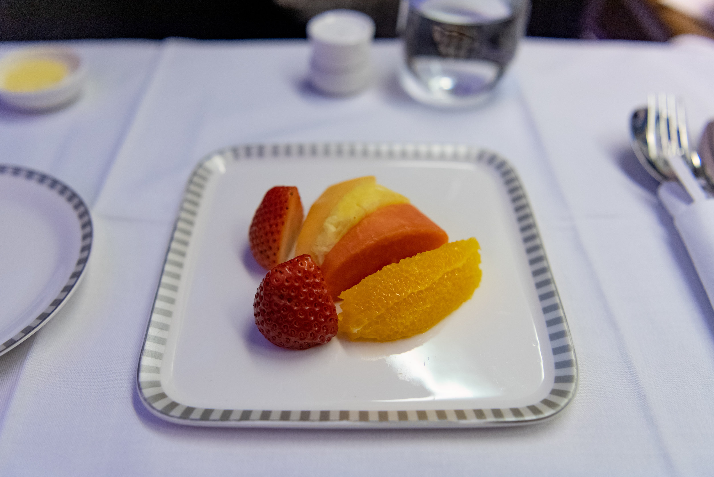 Fruits  Singapore Airlines Business Class SQ828 777-300ER - SIN to PVG