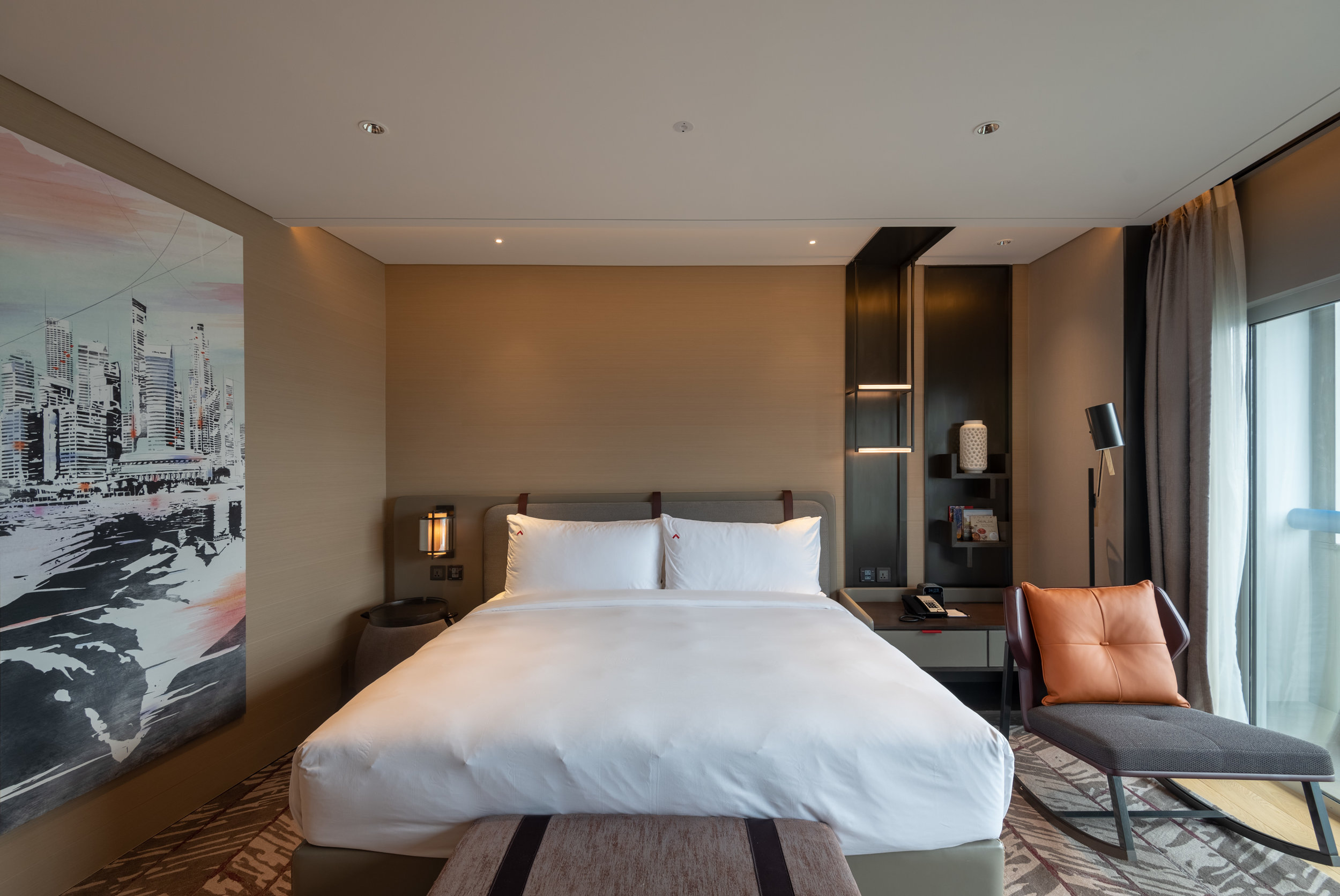 King-size Bed  Premier Harbour View Room - Swissotel The Stamford