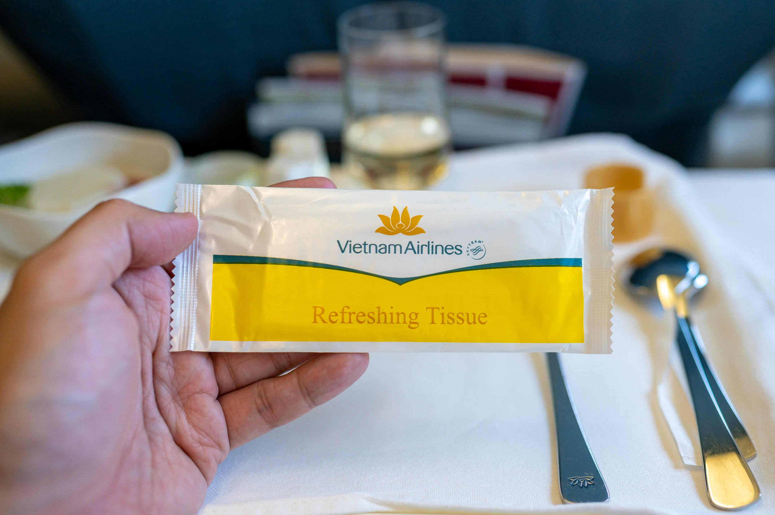 Refreshing Tissue  Vietnam Airlines Business Class A321 VN662 - SIN to HAN