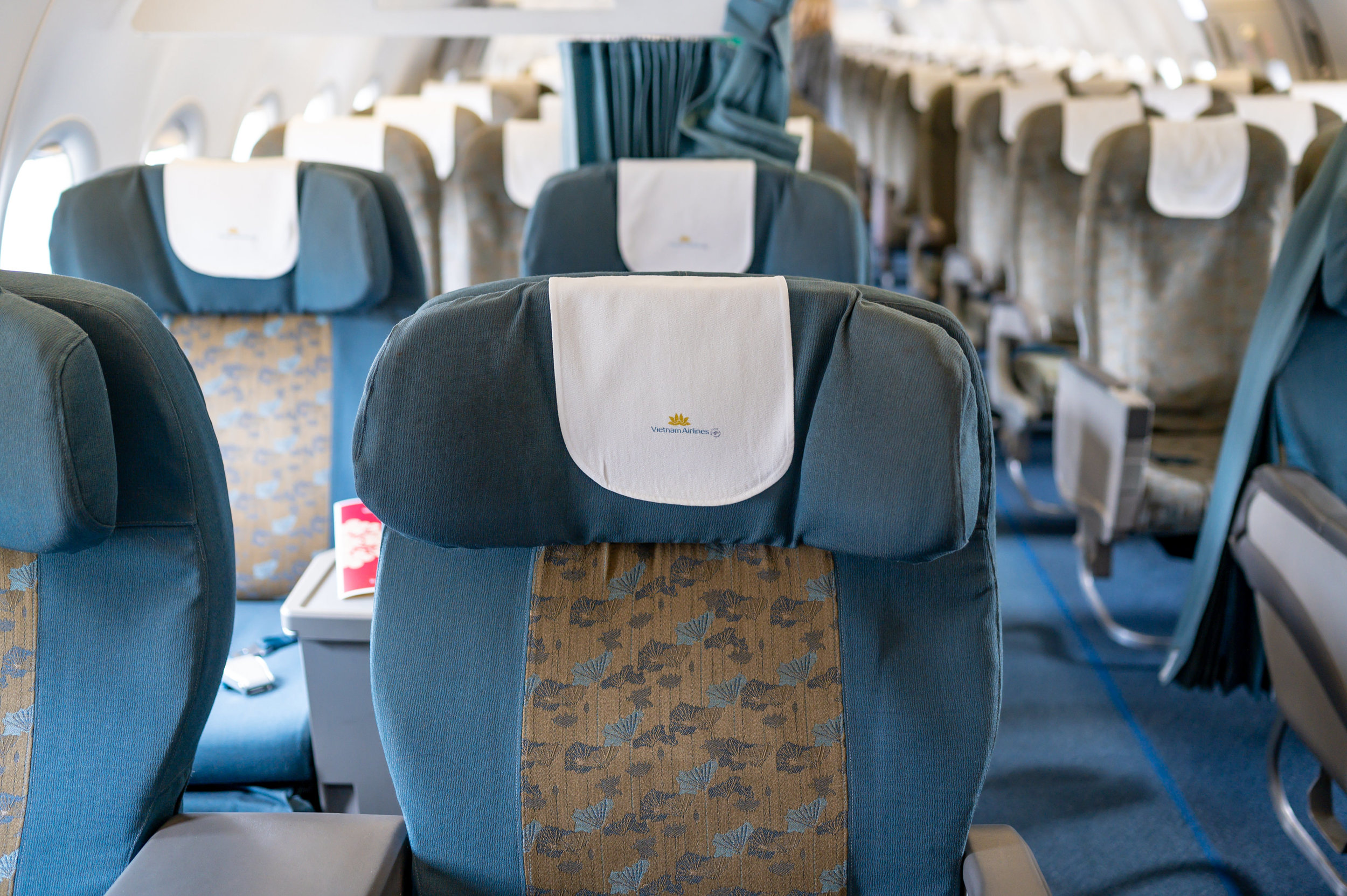 Small Business Class Cabin  Vietnam Airlines Business Class A321 VN662 - SIN to HAN