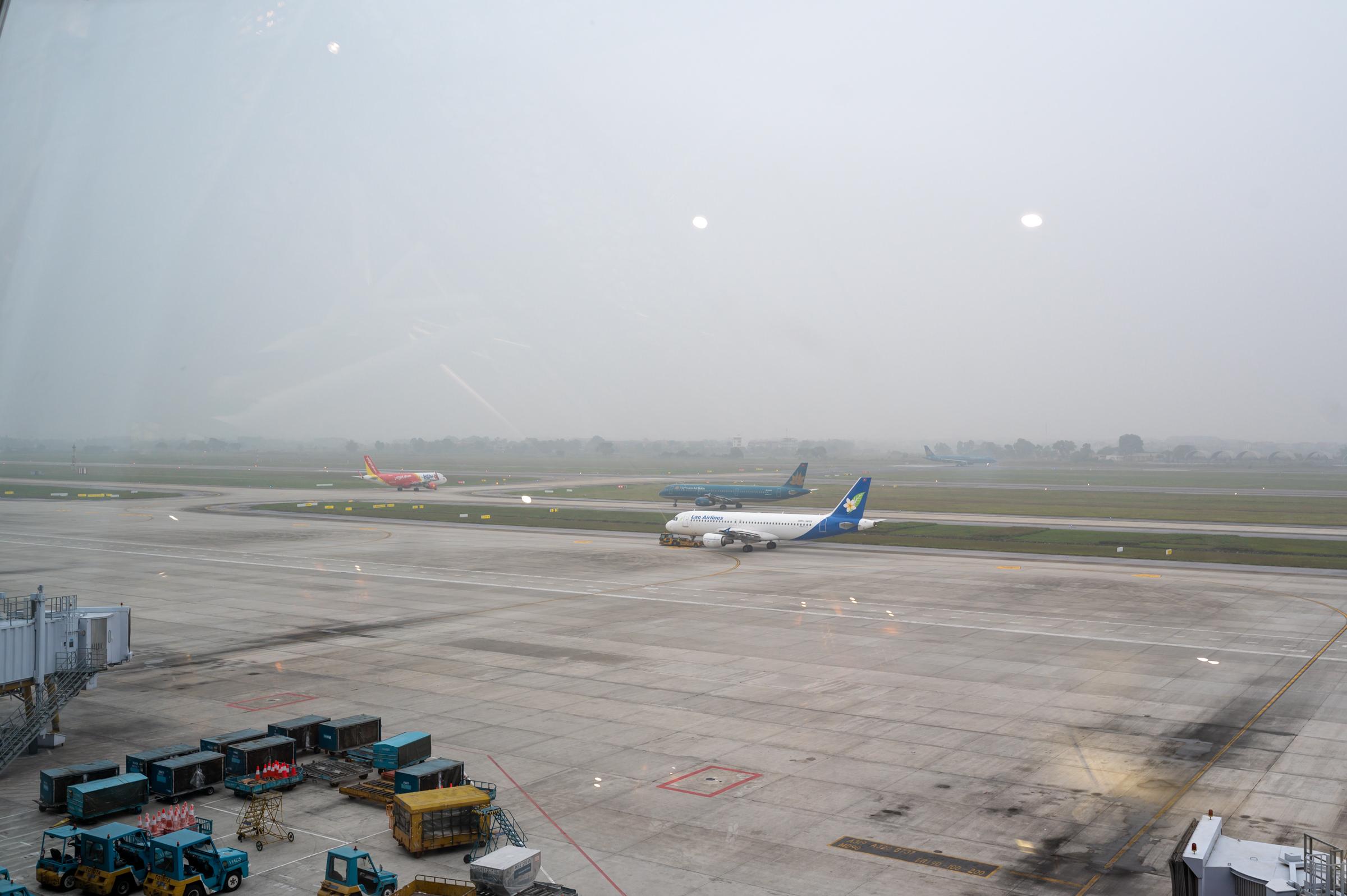Runway View  Vietnam Airlines Lotus Lounge - Noi Bai International Airport